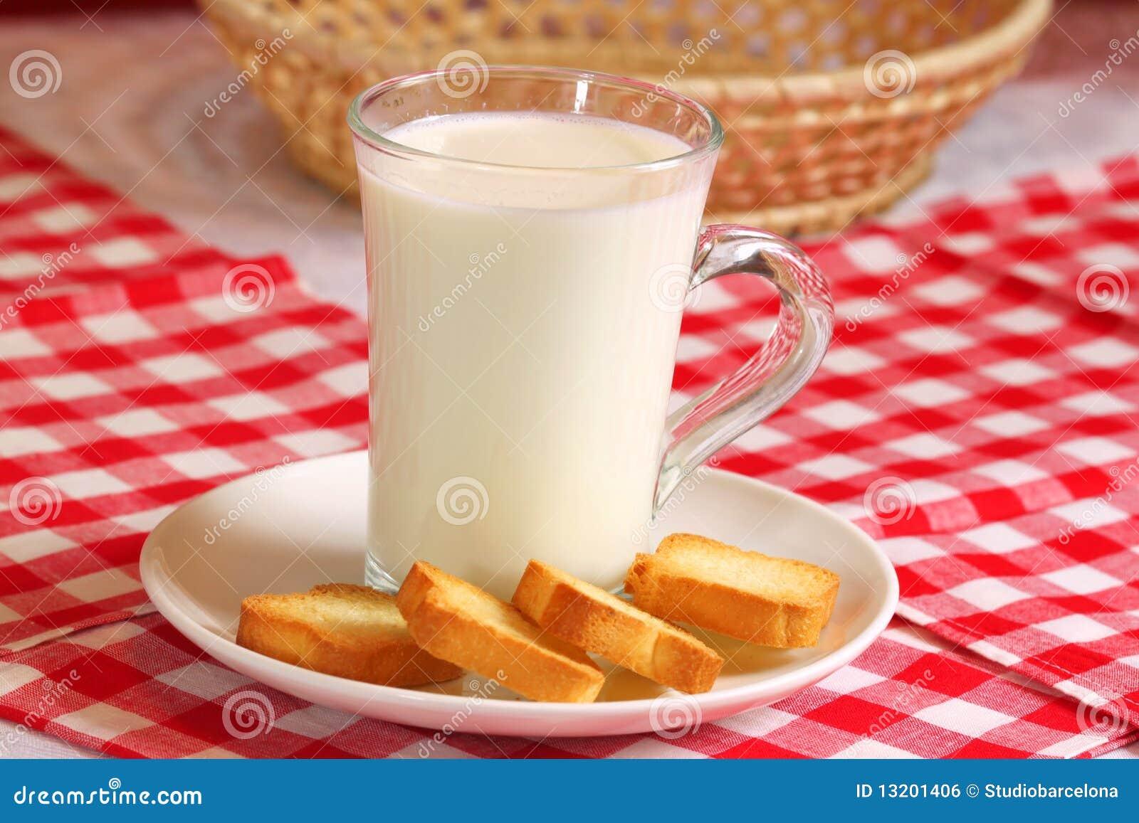Vidro do leite com rusks
