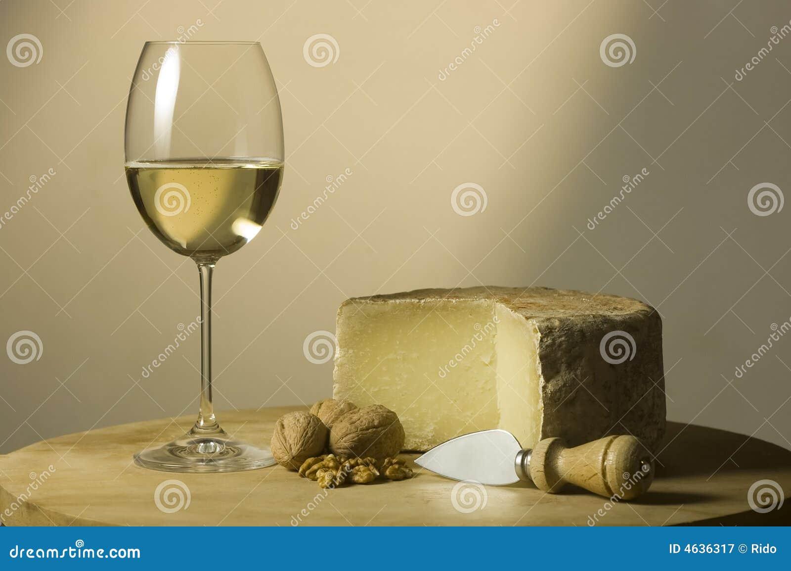 Vidro e queijo de vinho branco