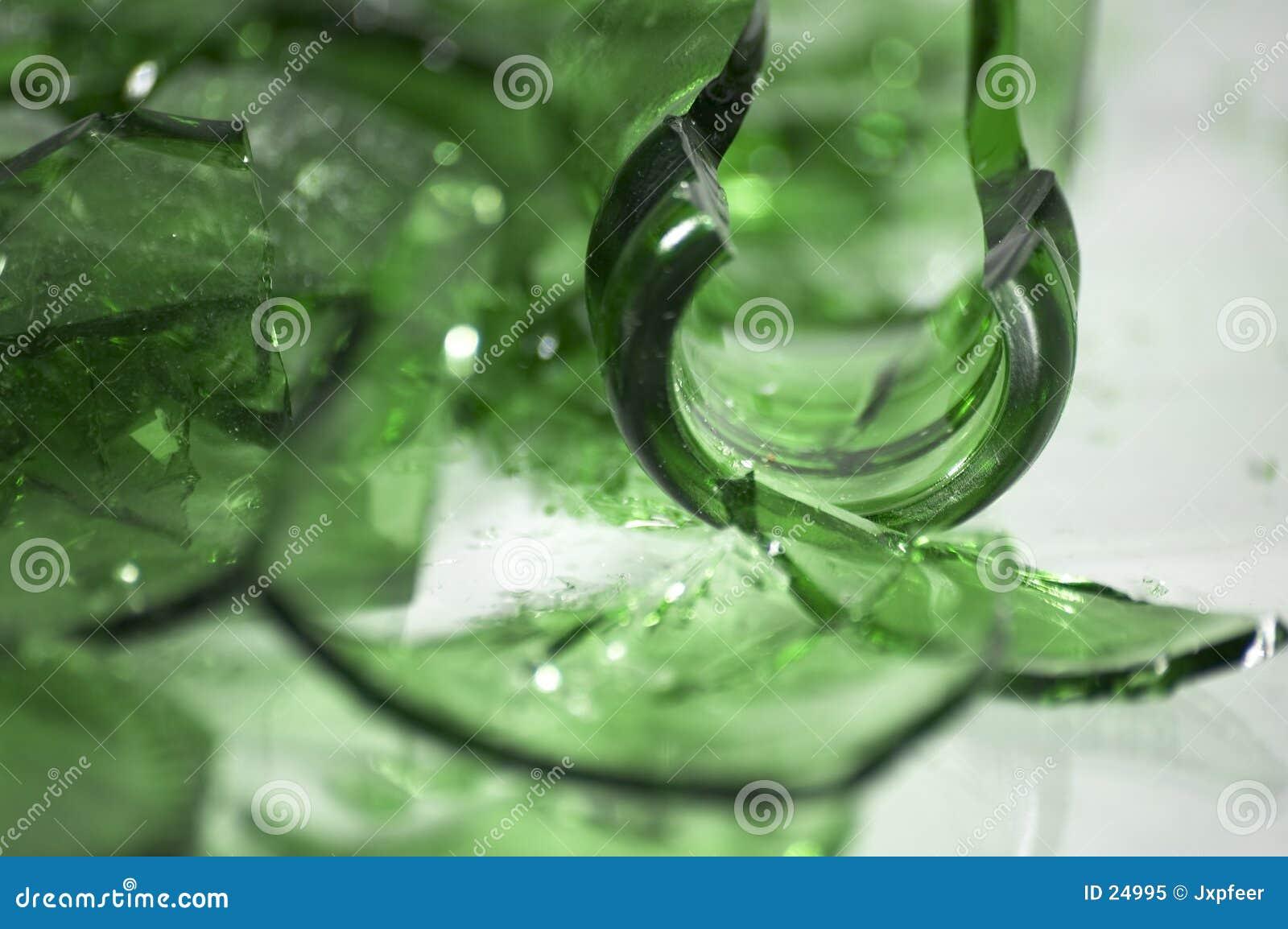 Vidro verde quebrado