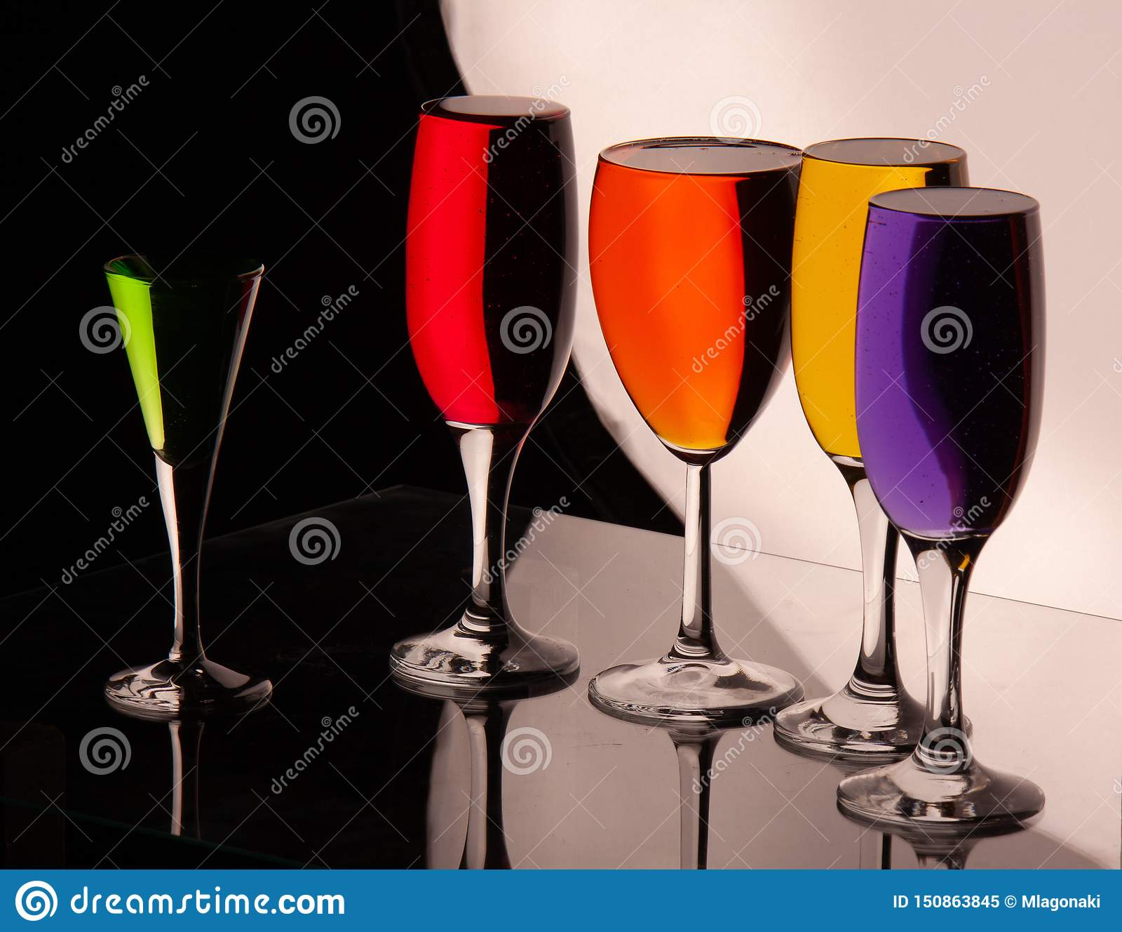Vidros com líquido multi-colorido
