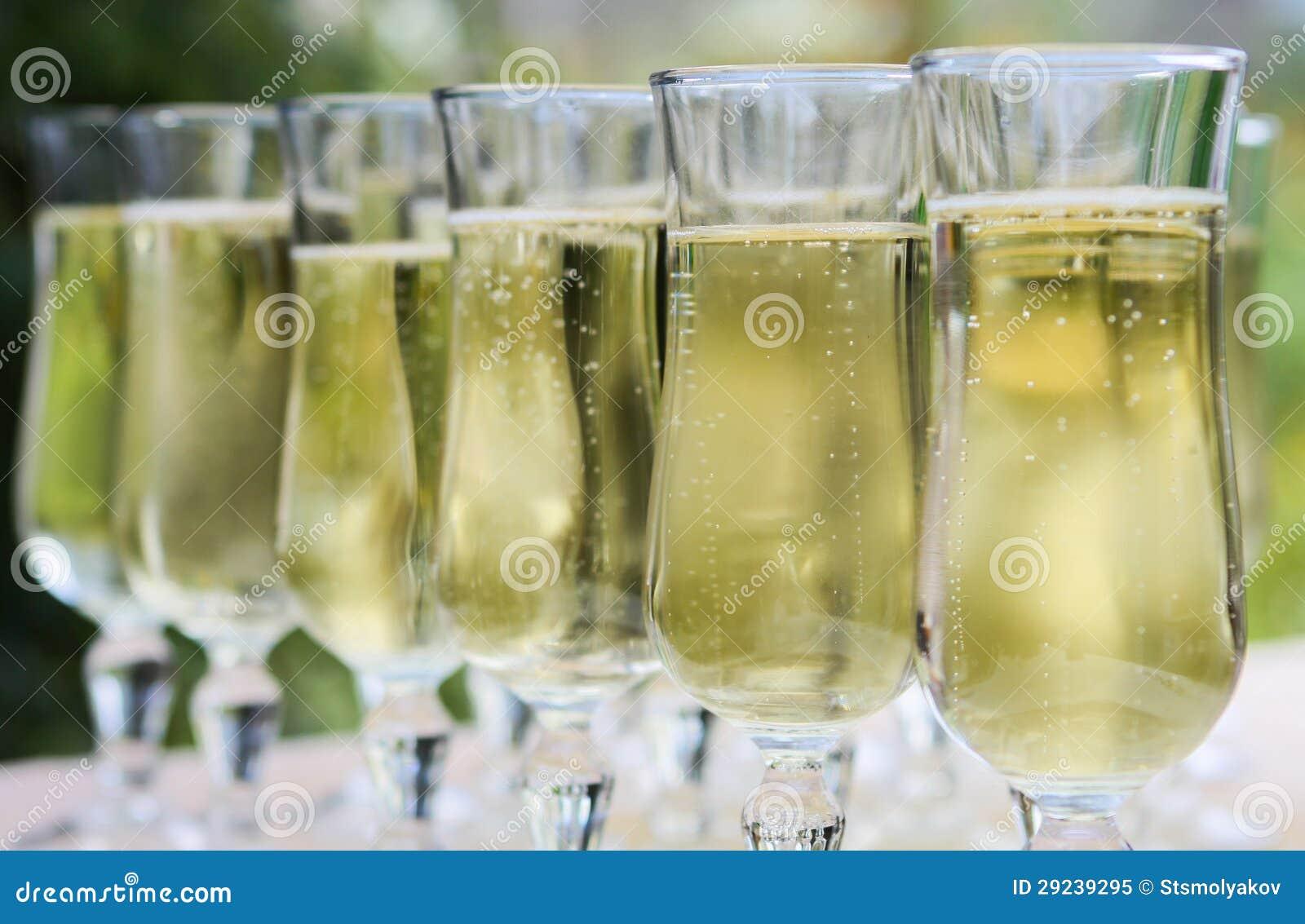Download Vidros de Champagne imagem de stock. Imagem de banquet - 29239295