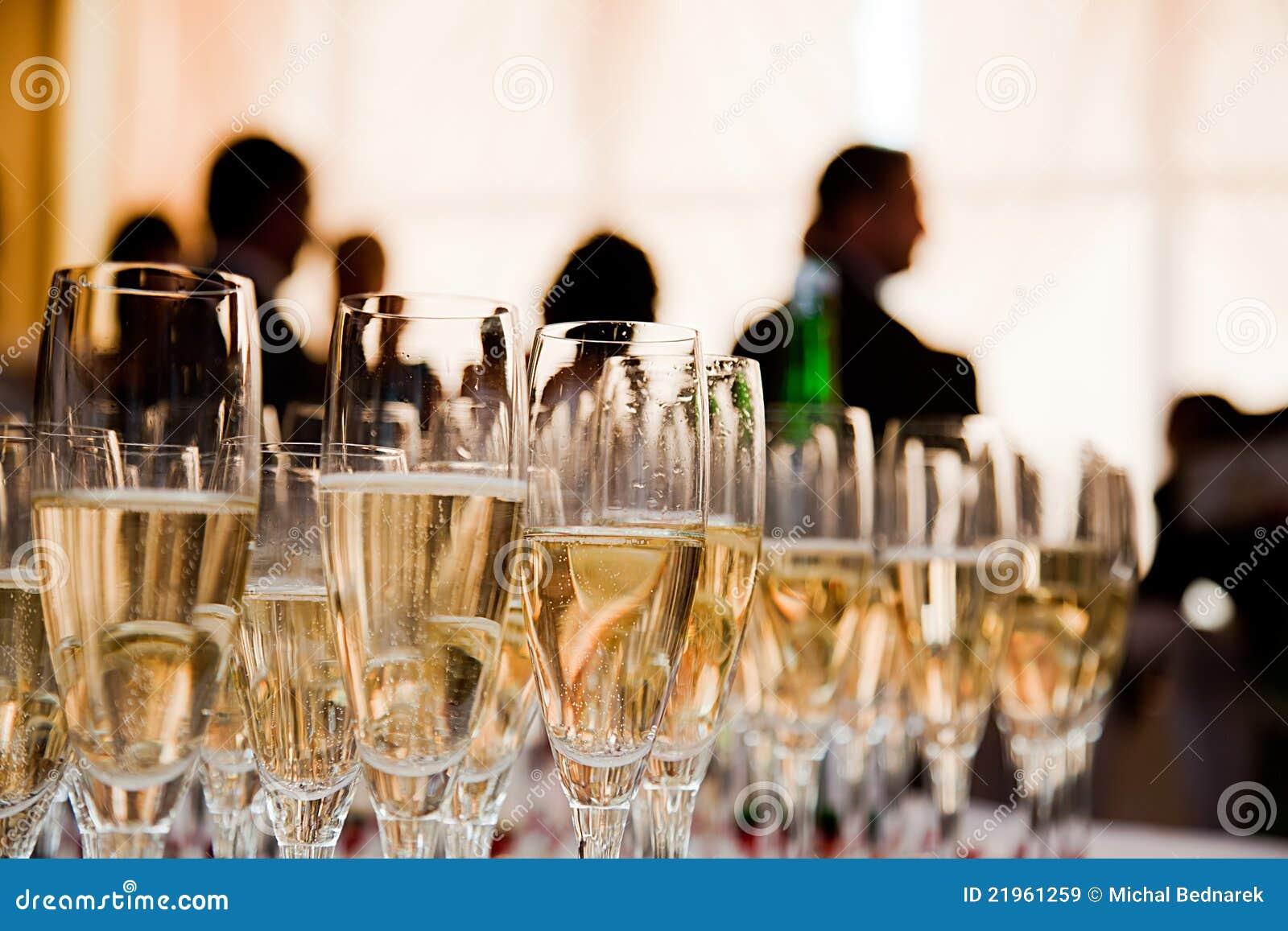 Vidros de Champagne no partido