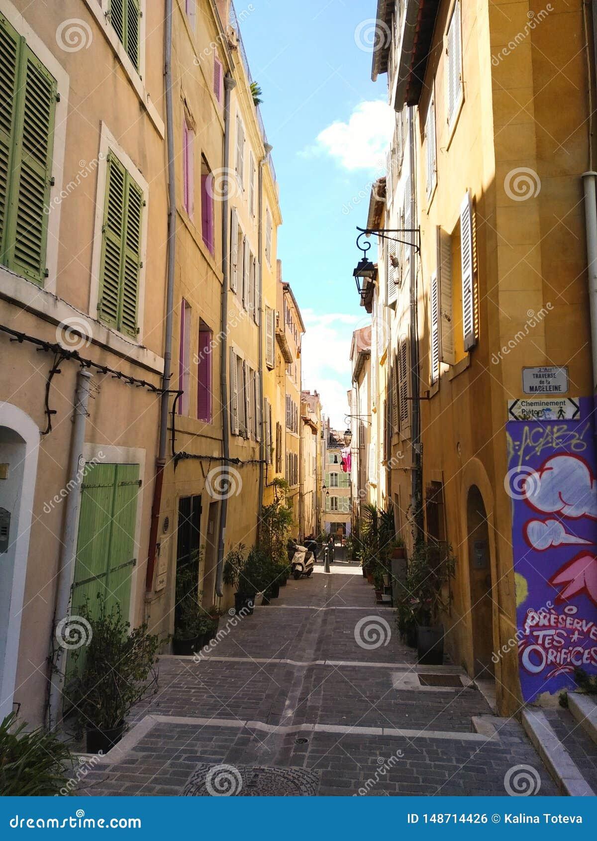 Vie di Colorefull di vecchia città di Marcalla, Francia