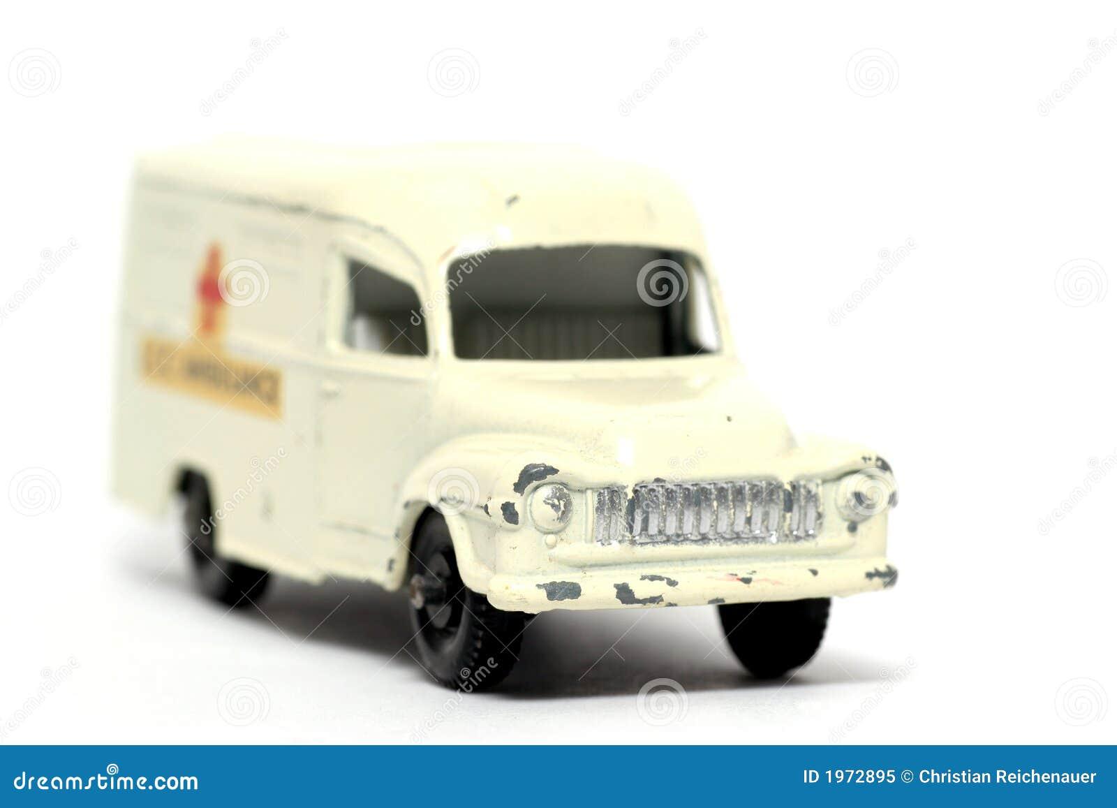 Vieil avant d ambulance de voiture de jouet
