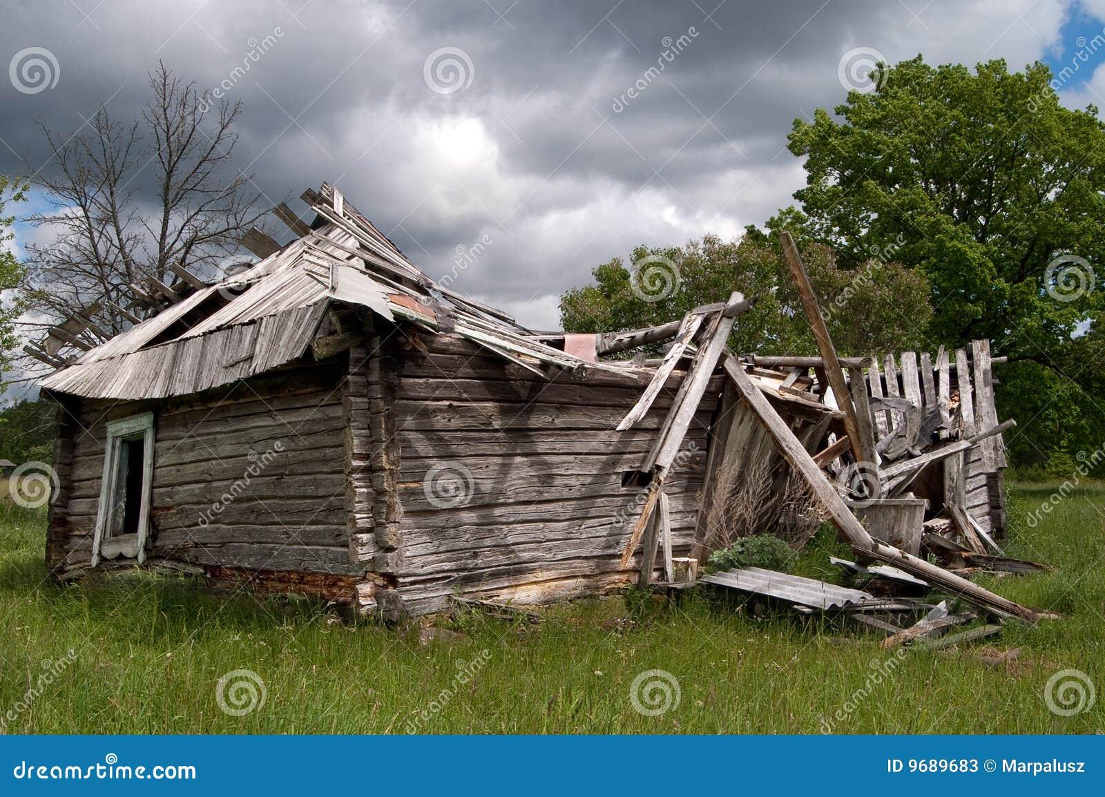 vieil en bois ruin vers le bas en baisse de maison photos stock image 9689683. Black Bedroom Furniture Sets. Home Design Ideas