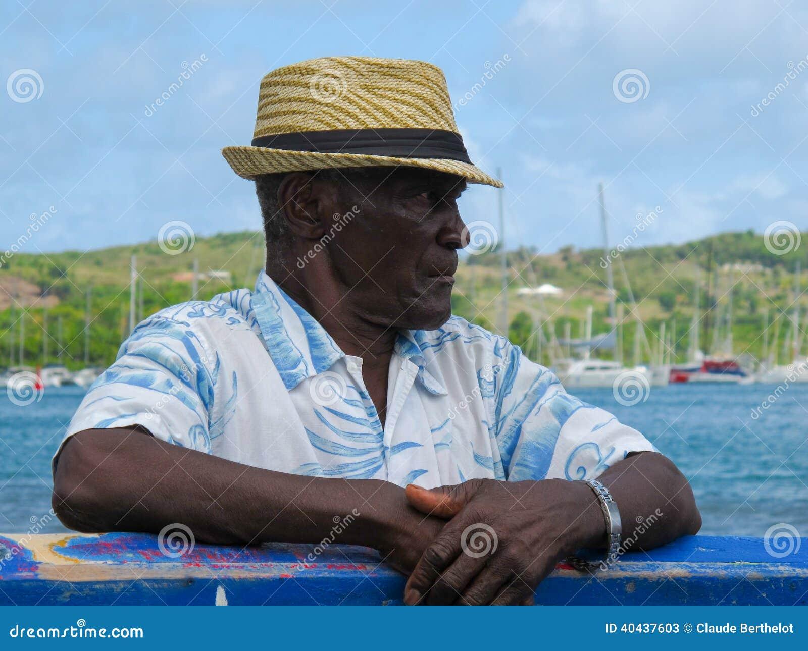 vieil homme avec un chapeau de paille photo stock. Black Bedroom Furniture Sets. Home Design Ideas