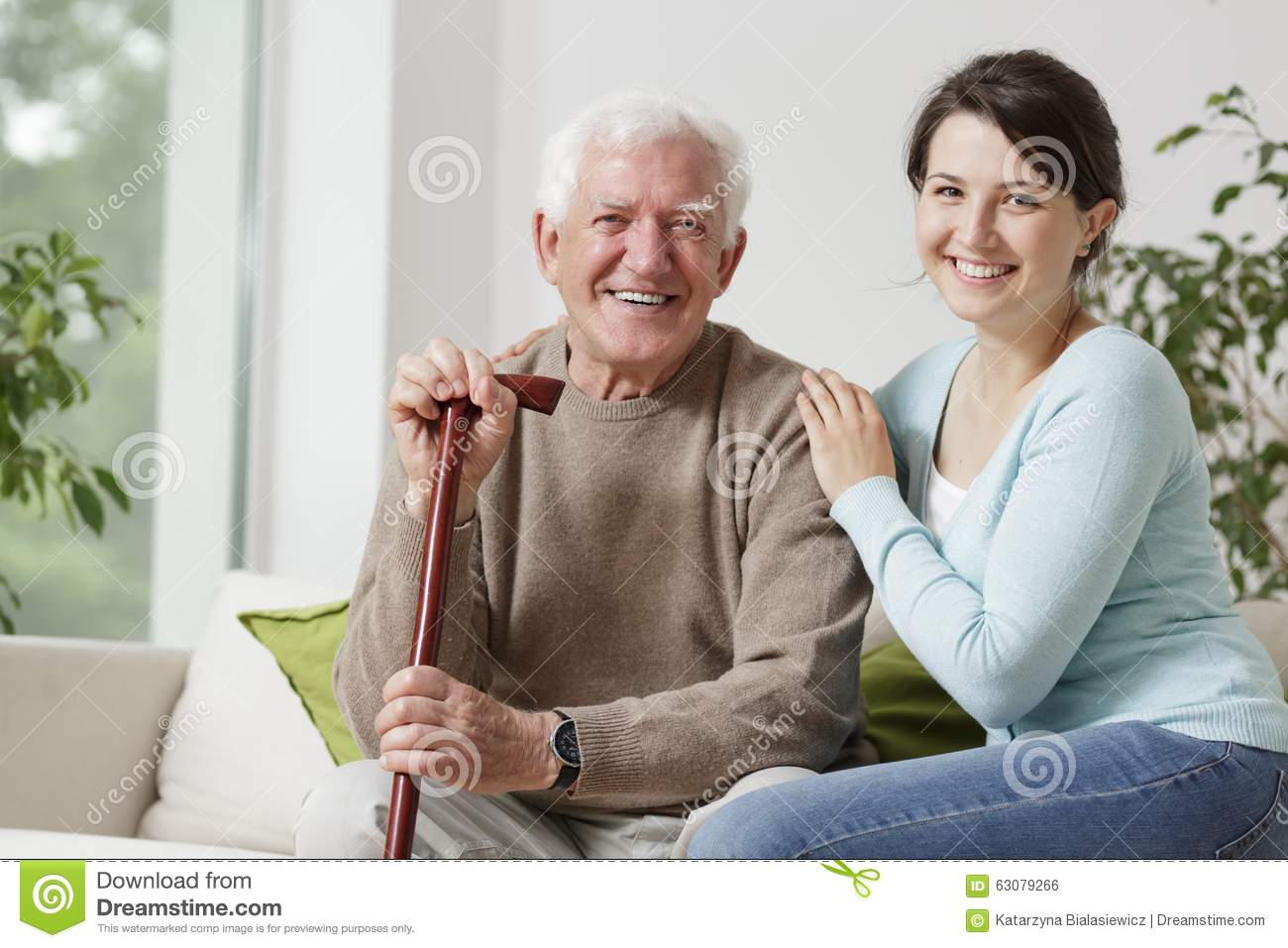 Download Vieil homme de sourire photo stock. Image du pensionné - 63079266