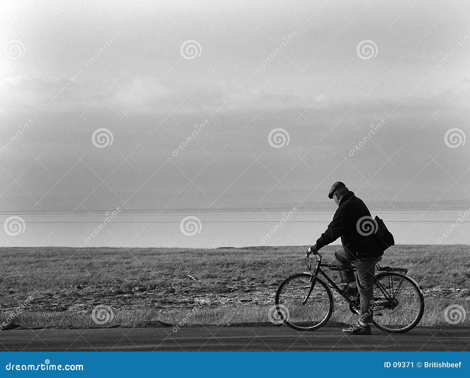 Vieil homme et bicyclette