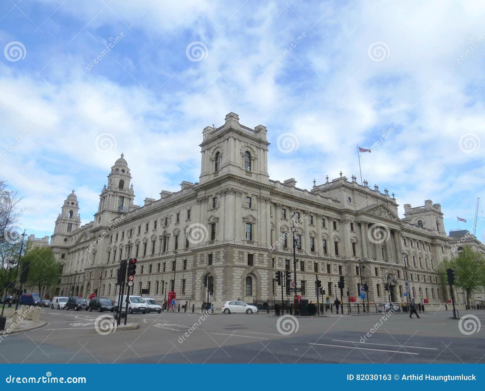 Vieil immeuble de bureaux de guerre image stock image du europe