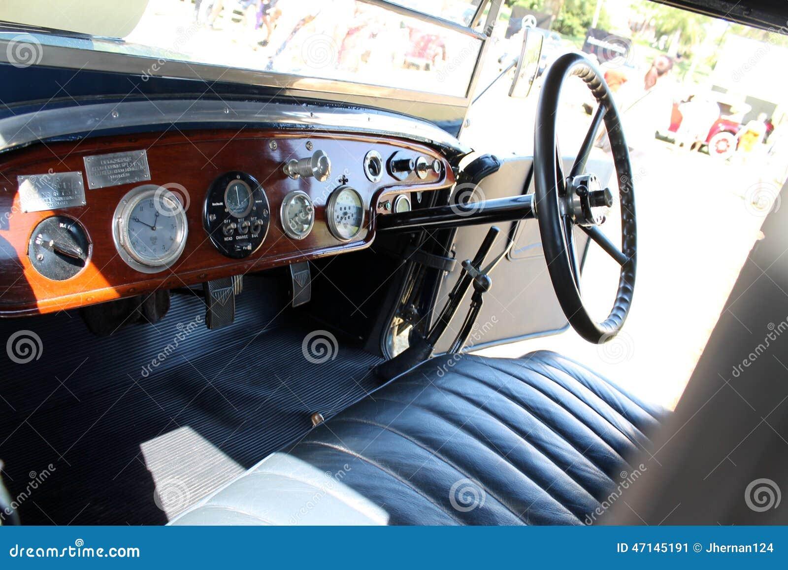 Vieil int rieur de voiture ancienne photo ditorial for Salon vieilles voitures