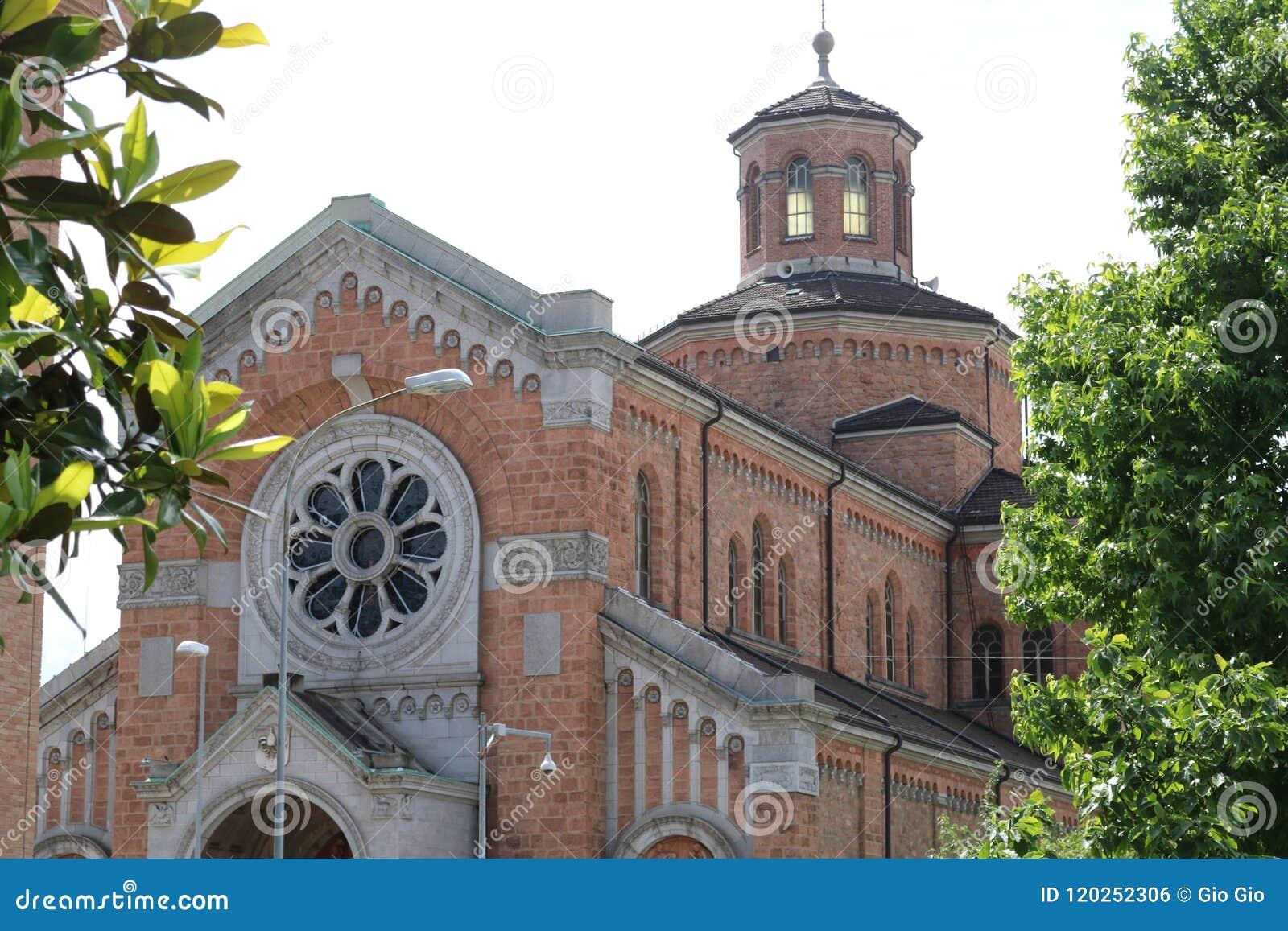 Vieille église de briques à Lugano, Suisse