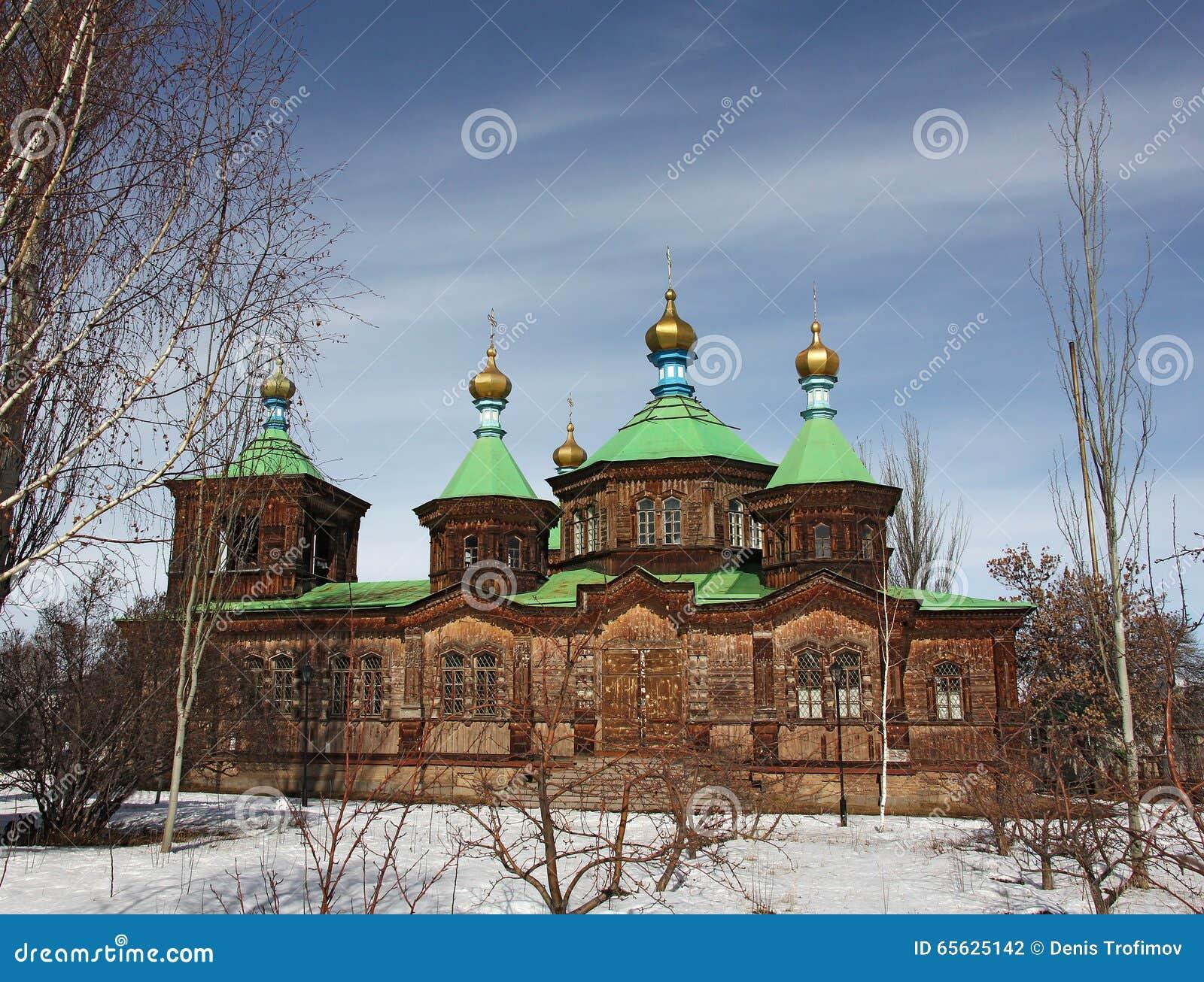 Vieille église en bois dans Karakol, hiver, Kirghizistan