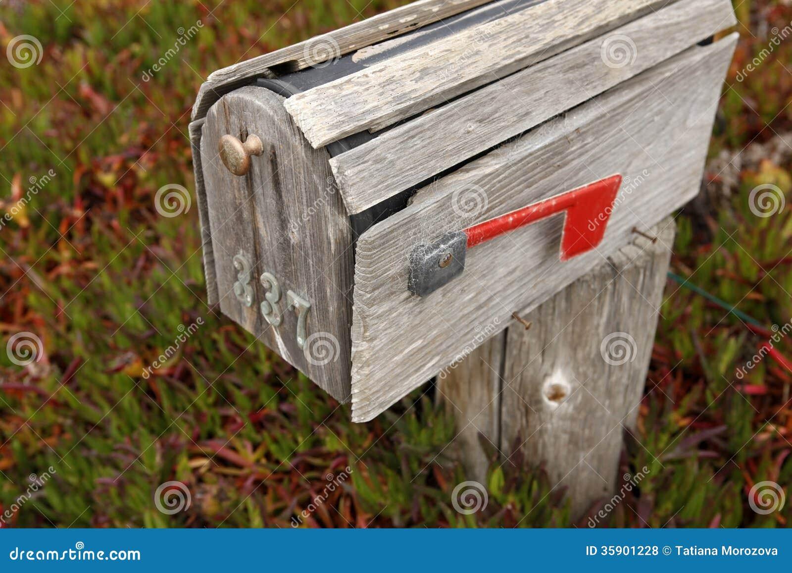 vieille bo te aux lettres photo stock image du obtenu 35901228. Black Bedroom Furniture Sets. Home Design Ideas
