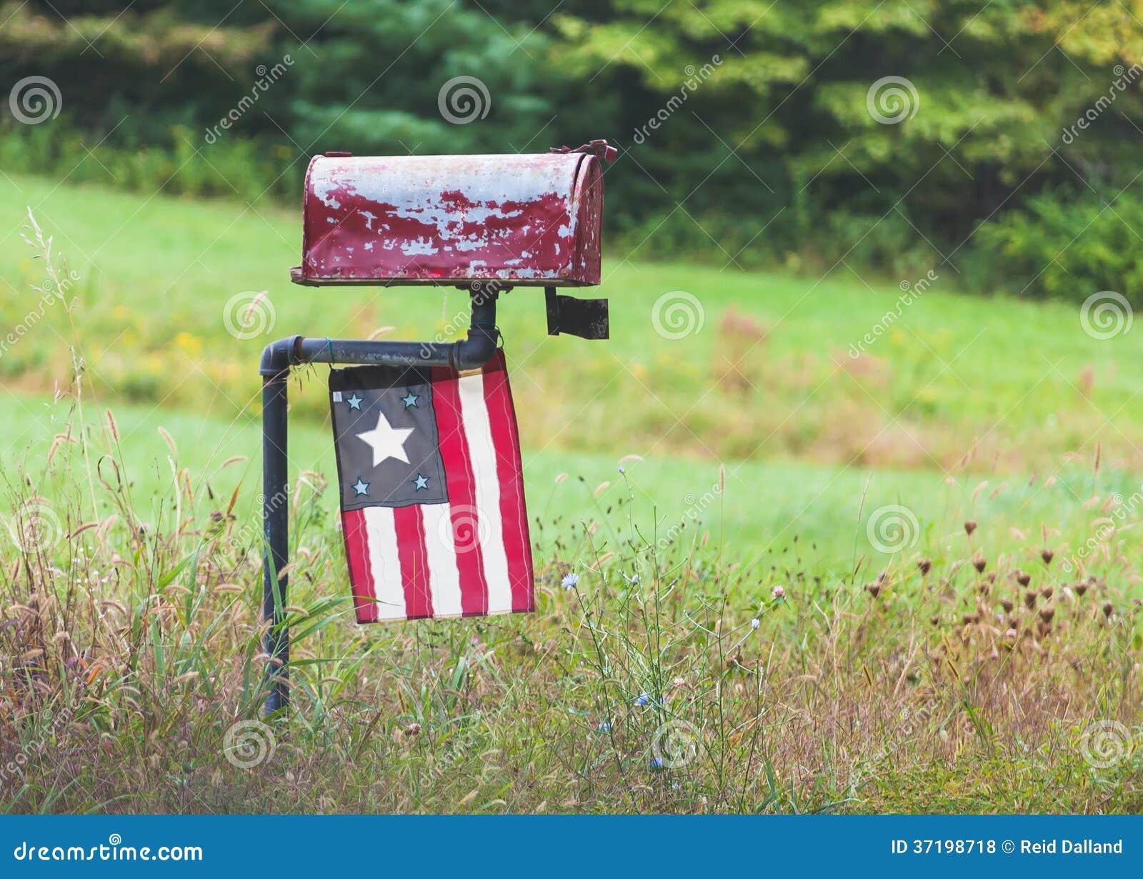 vieille bo te aux lettres rurale avec le drapeau antique photos libres de droits image 37198718. Black Bedroom Furniture Sets. Home Design Ideas