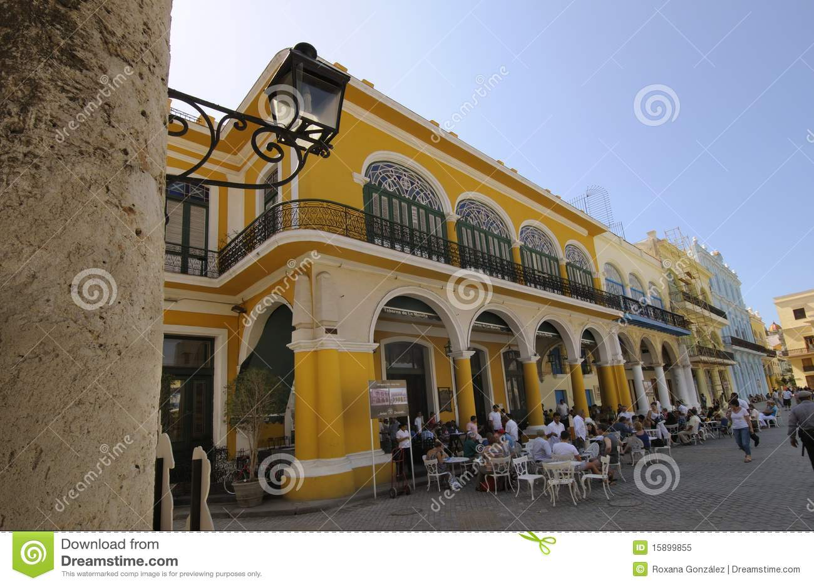 Vieille brasserie de La Havane dans la plaza Vieja. 6 avril 2010.