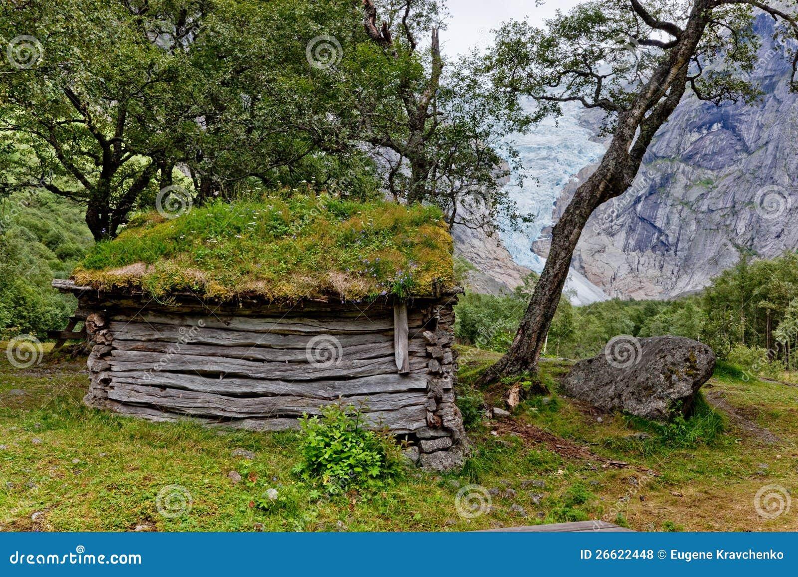 vieille cabane en bois dans la for t photos libres de droits image 26622448. Black Bedroom Furniture Sets. Home Design Ideas