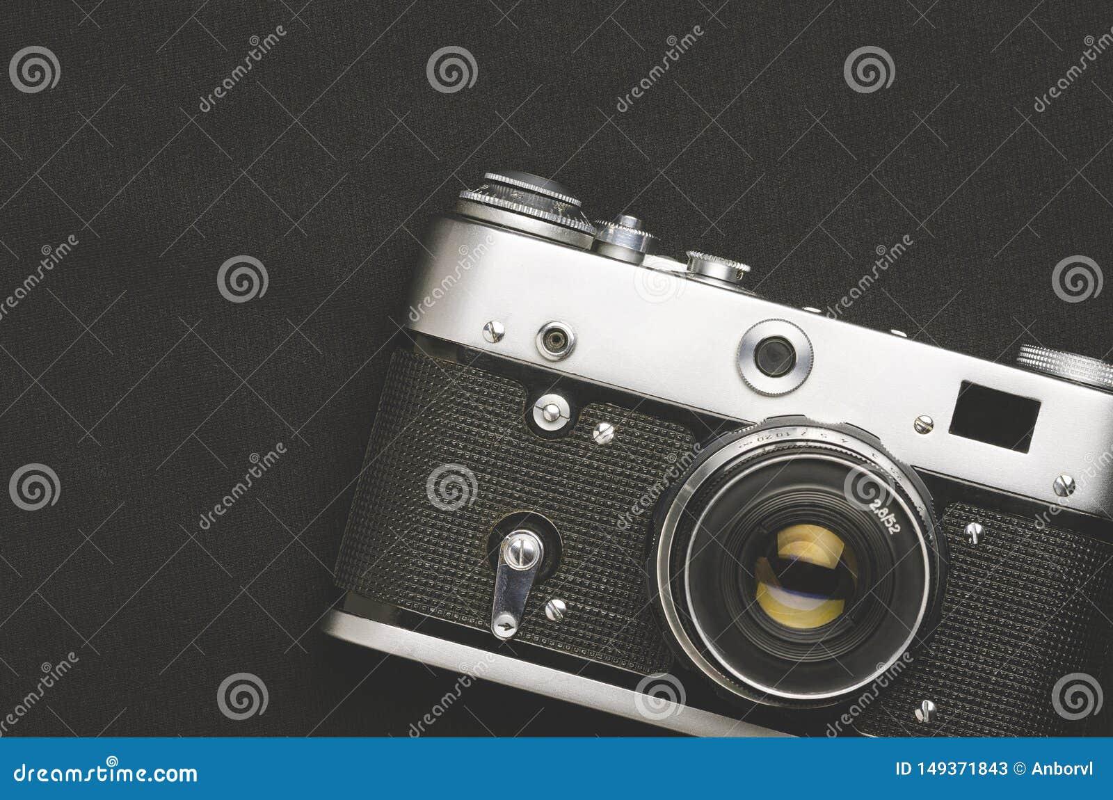 Vieille Cam Ra De Film De Cru Sur Le Fond Noir Image Stock Image Du Noir Vieille 149371843