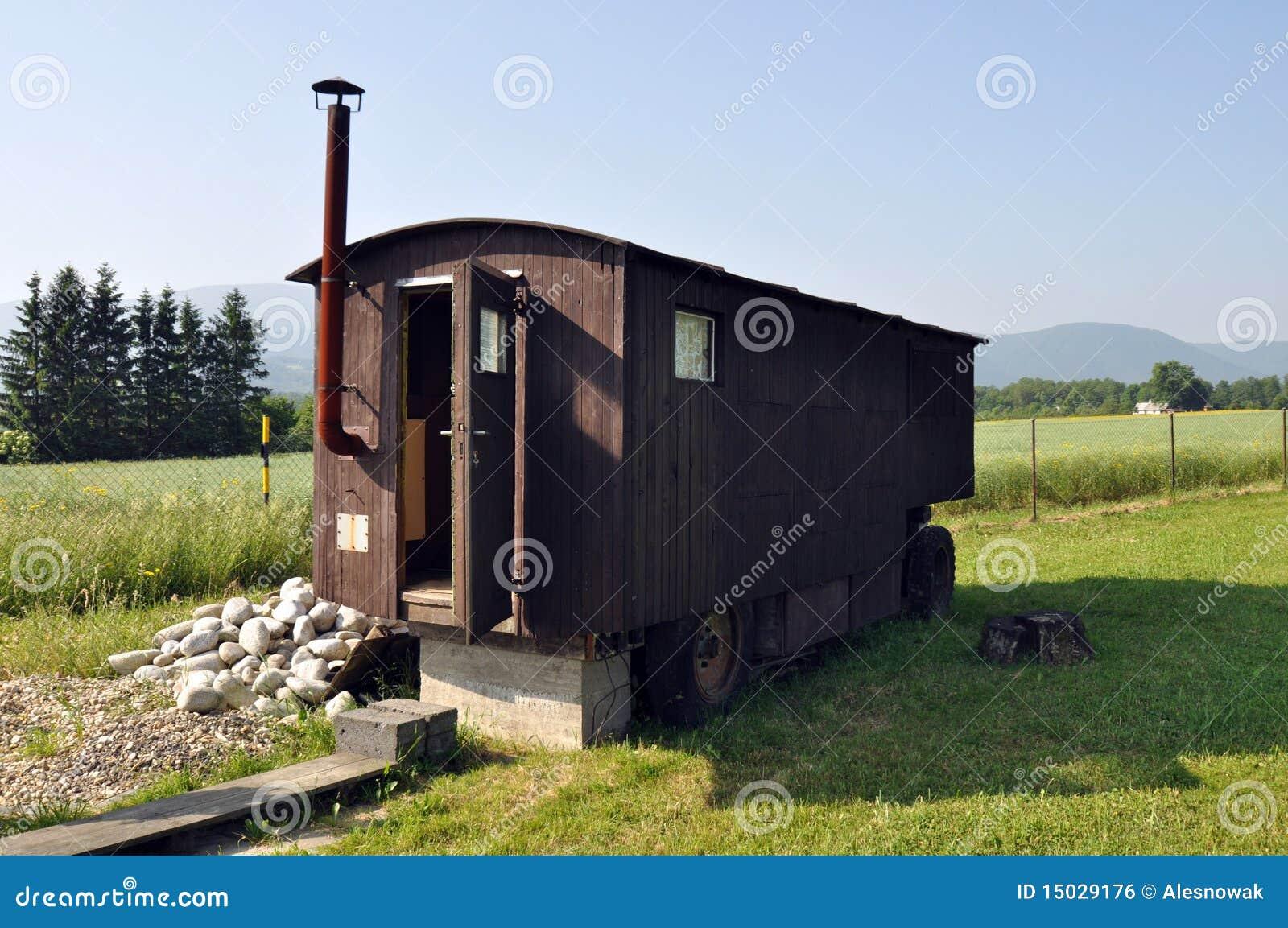 Vieille caravane en bois image libre de droits image for Maison mobile en bois