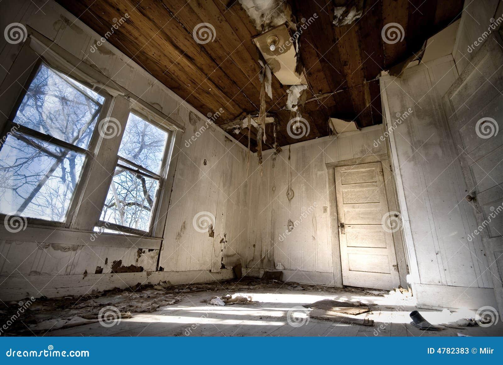 Vieille Chambre abandonnée - amélioration de l habitat requise