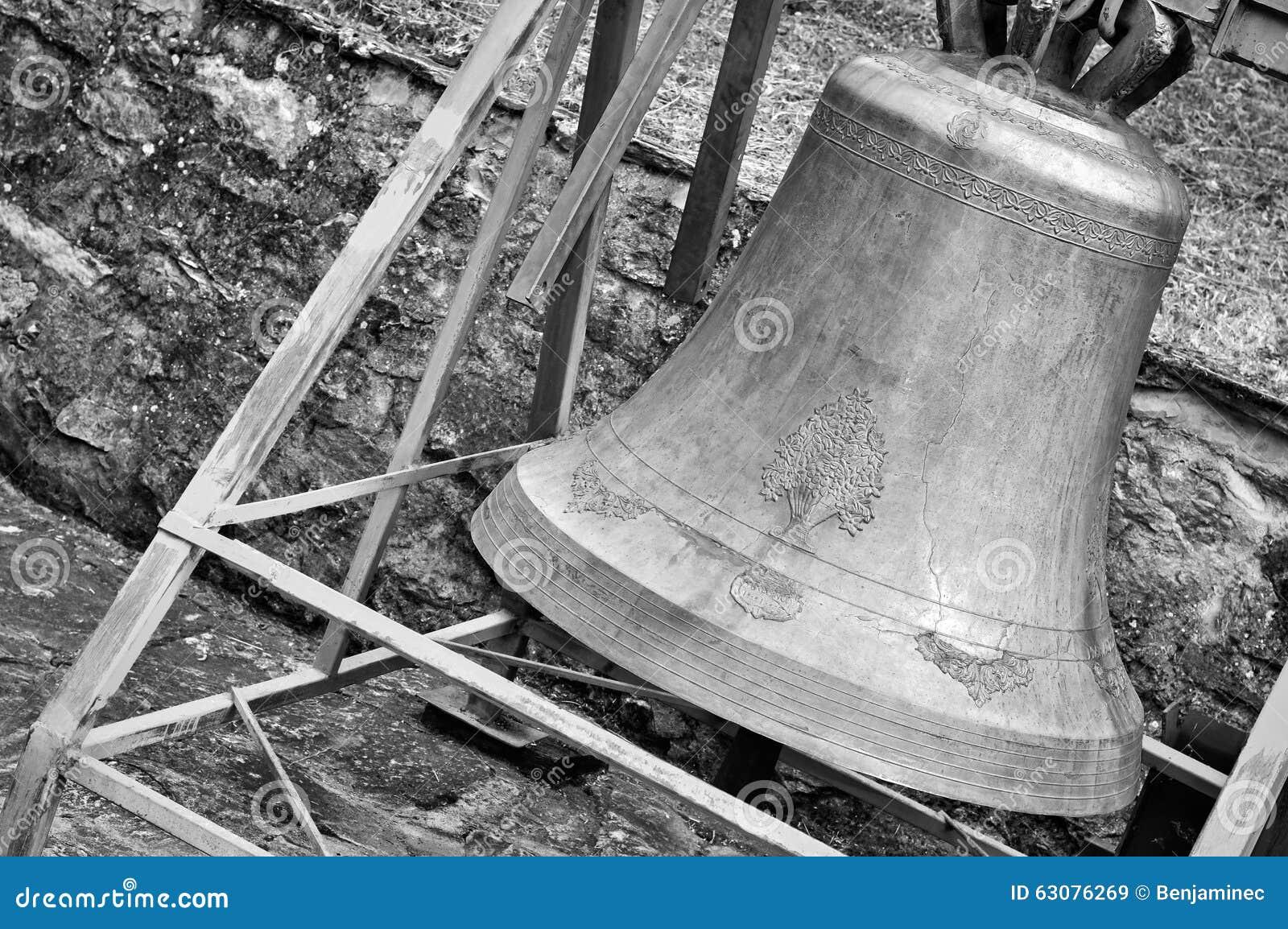 Download Vieille cloche d'église image stock. Image du religieux - 63076269