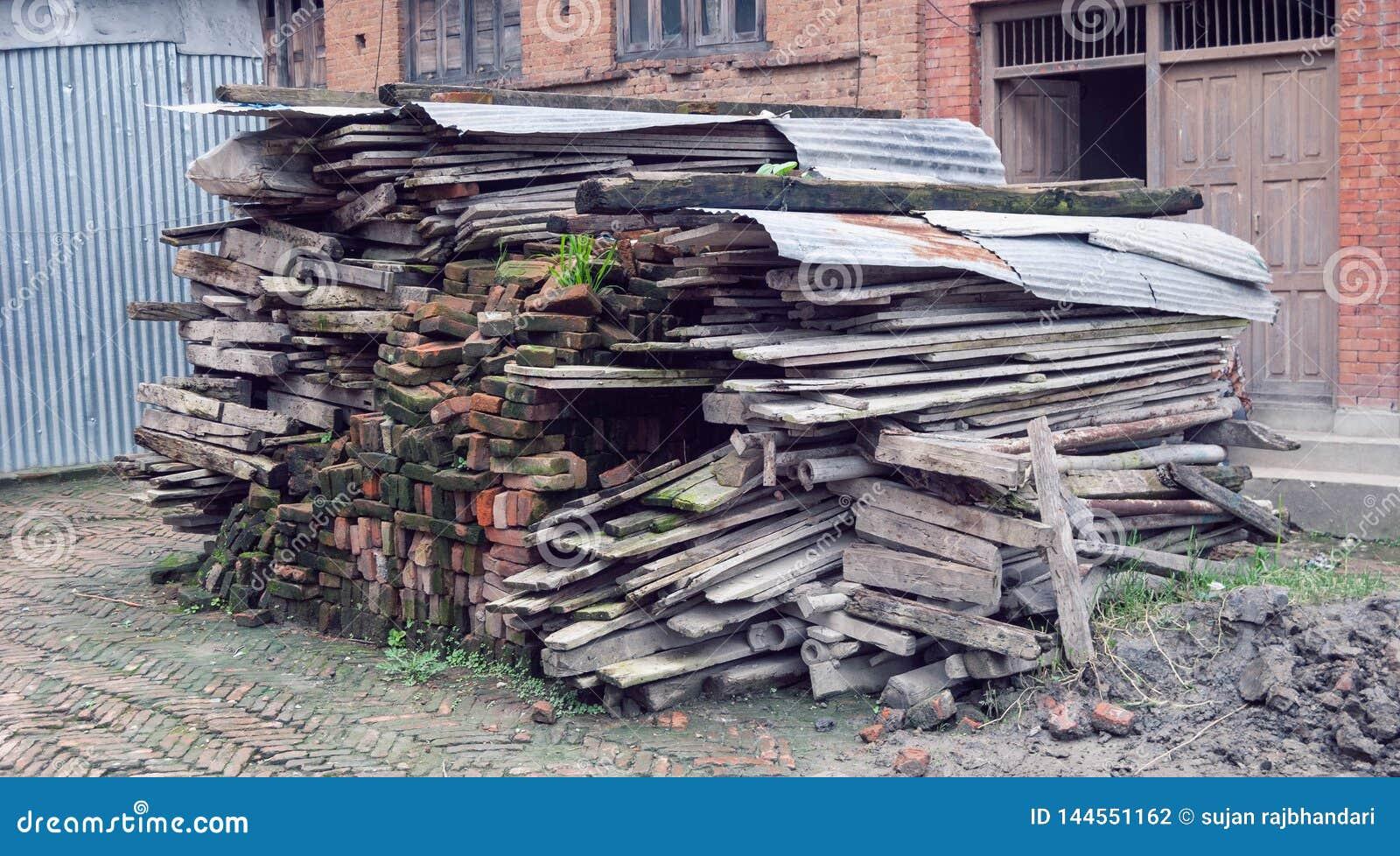 Vieille collection en bois après démolition