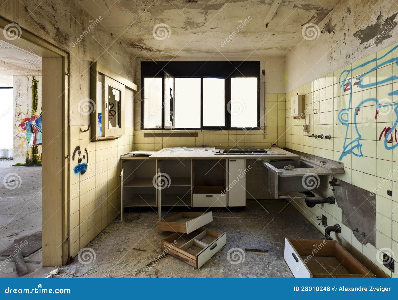 vieille cuisine d truite photos libres de droits image 28010248. Black Bedroom Furniture Sets. Home Design Ideas