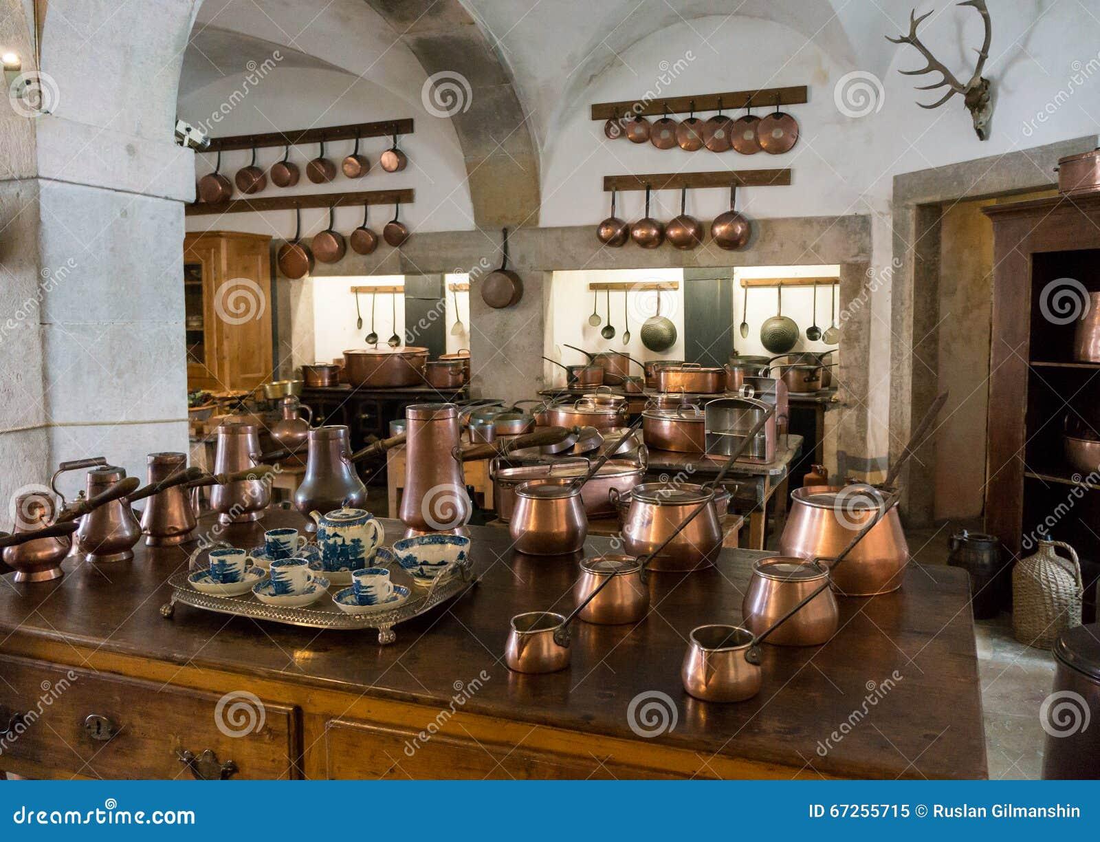 Vieille cuisine de style campagnard avec les pots de for Cuisine style campagnard