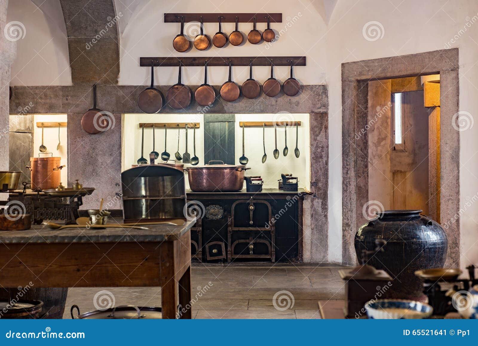 Vieille Cuisine Medievale De Chateau Avec L Equipement Image Stock