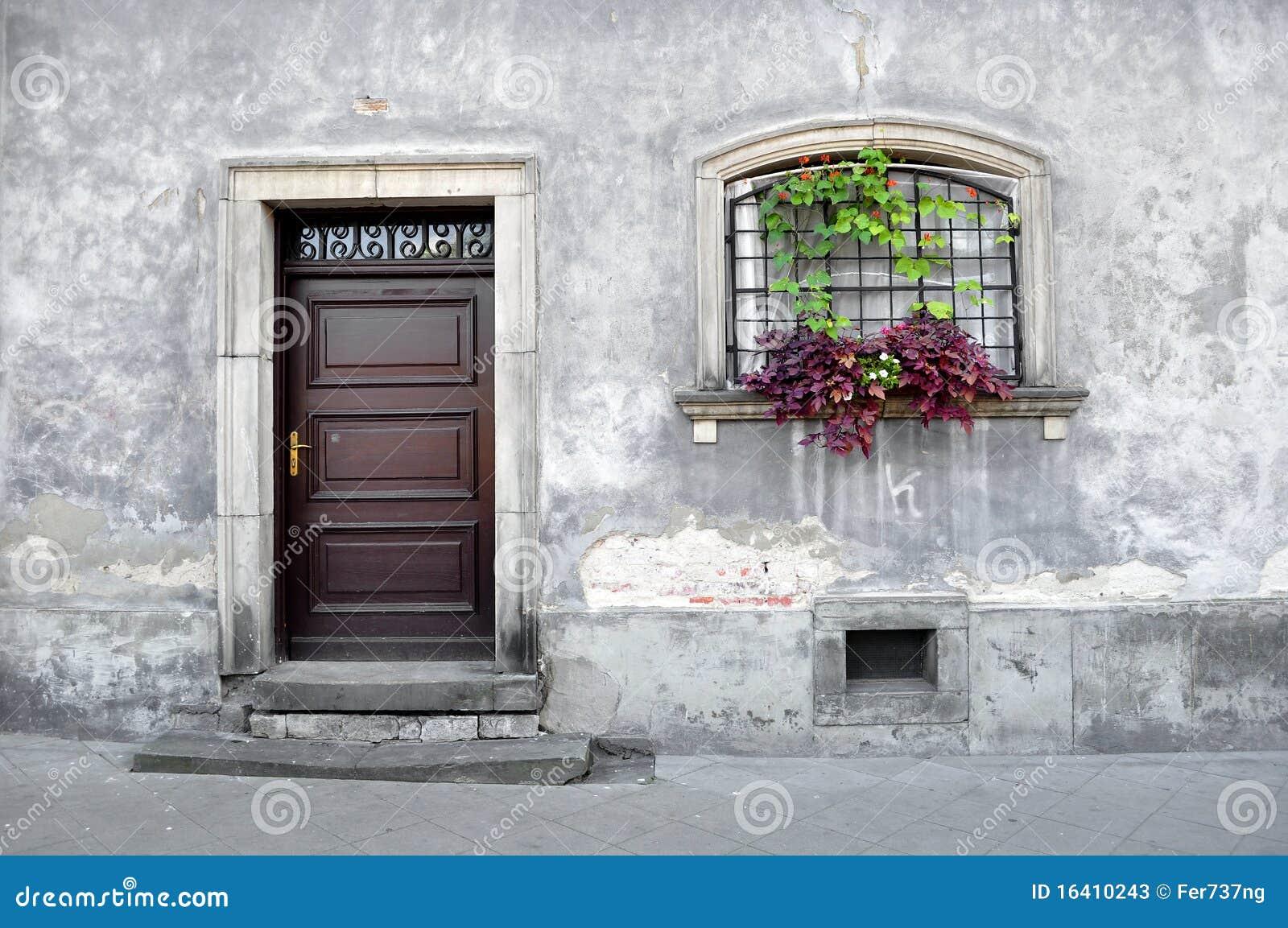 Vieille fa ade simple de maison photos stock image for Facade maison simple
