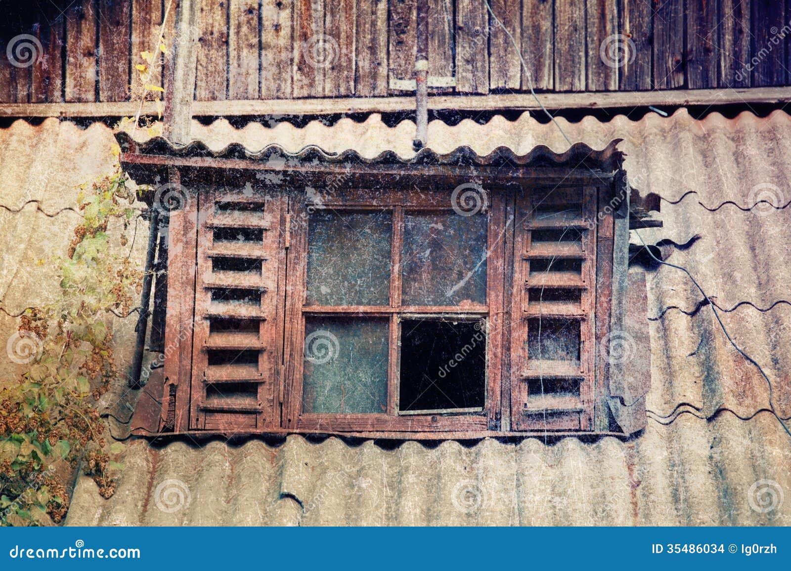 Vieille fen tre cass e images stock image 35486034 for Fenetre cassee