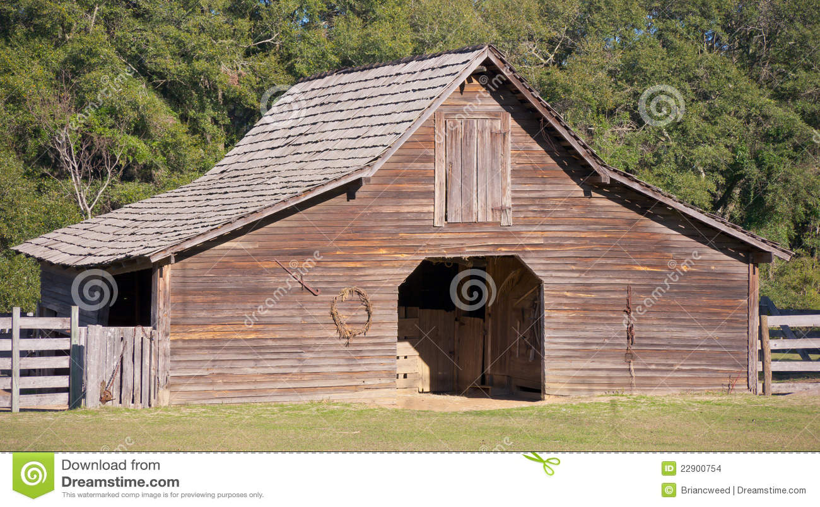 vieille grange en bois photo stock image du rural horizontal 22900754. Black Bedroom Furniture Sets. Home Design Ideas