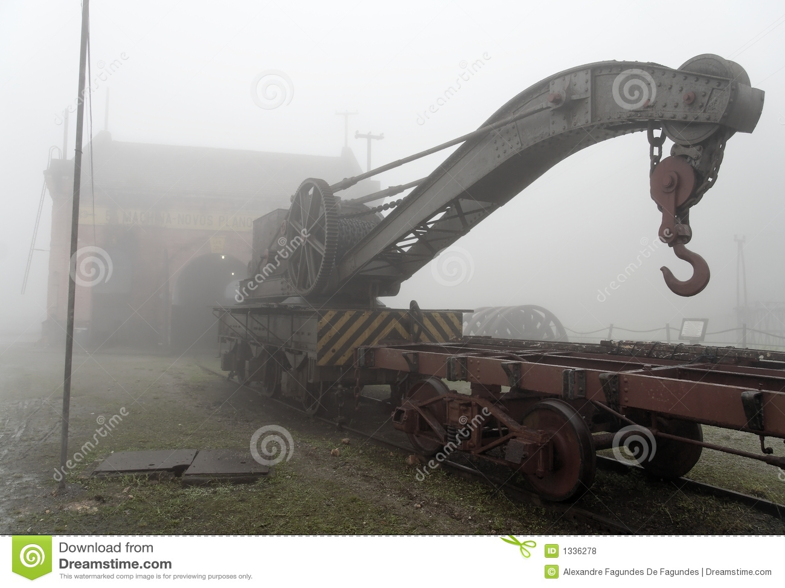 Vieille grue de train