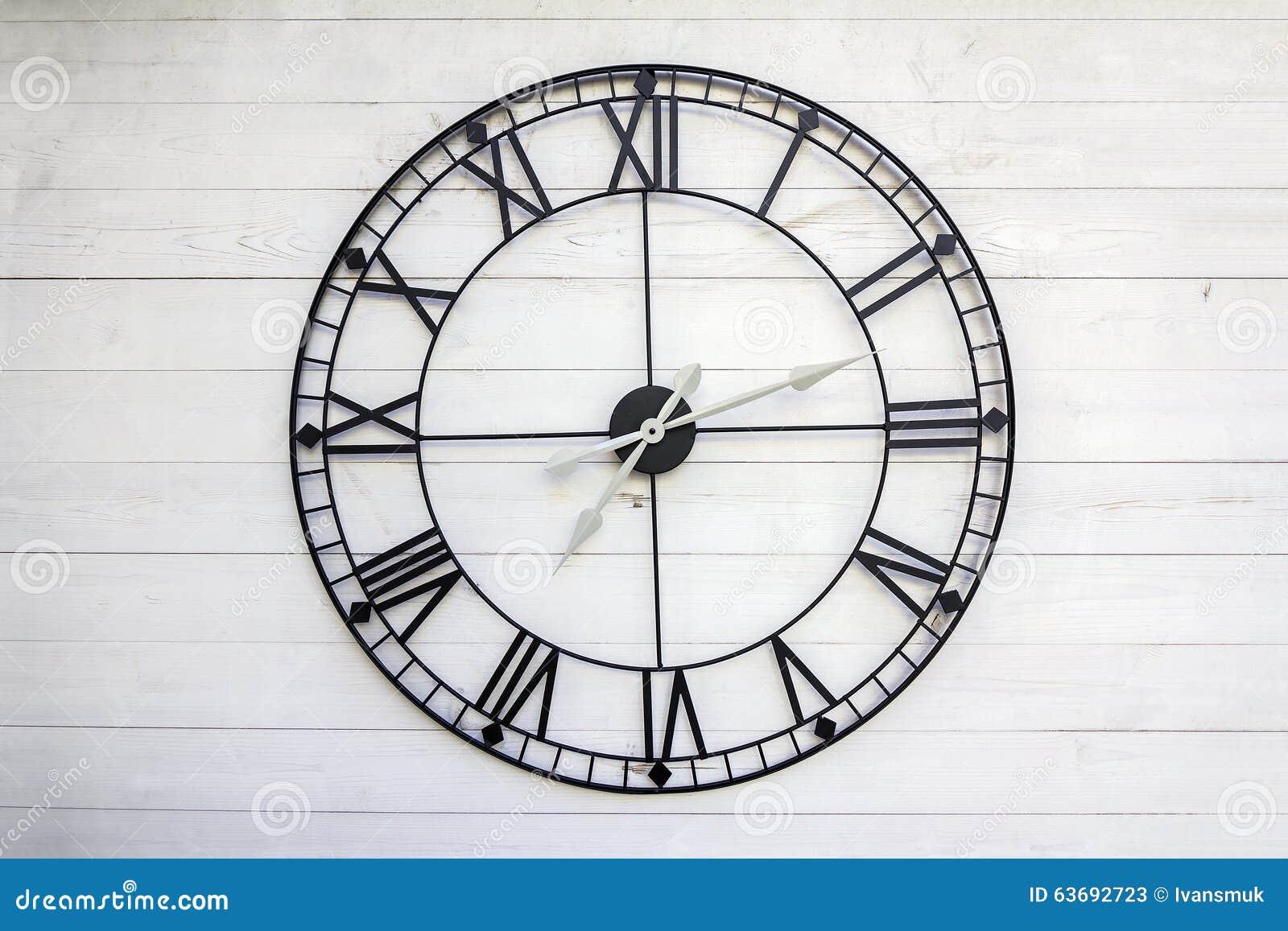 Vieille Horloge De Chiffre Romain Photo stock  Image