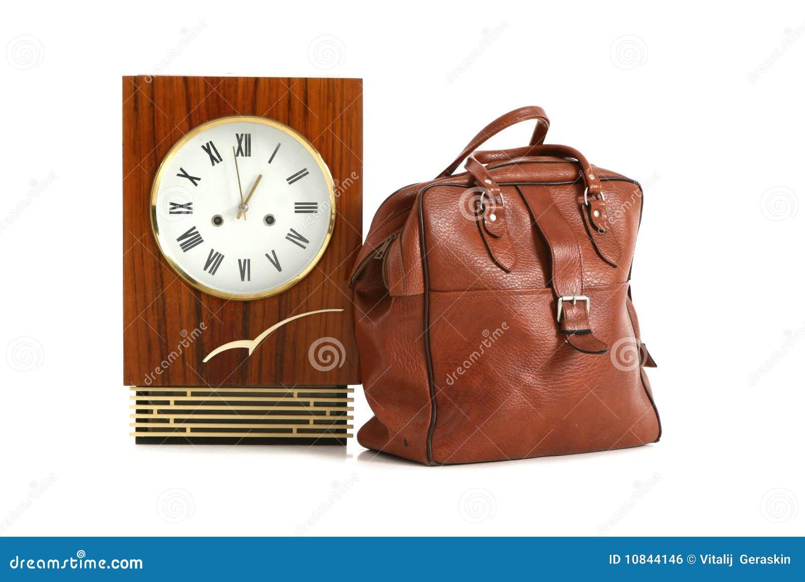 vieille horloge de mur en bois d 39 isolement image libre de droits image 10844146. Black Bedroom Furniture Sets. Home Design Ideas