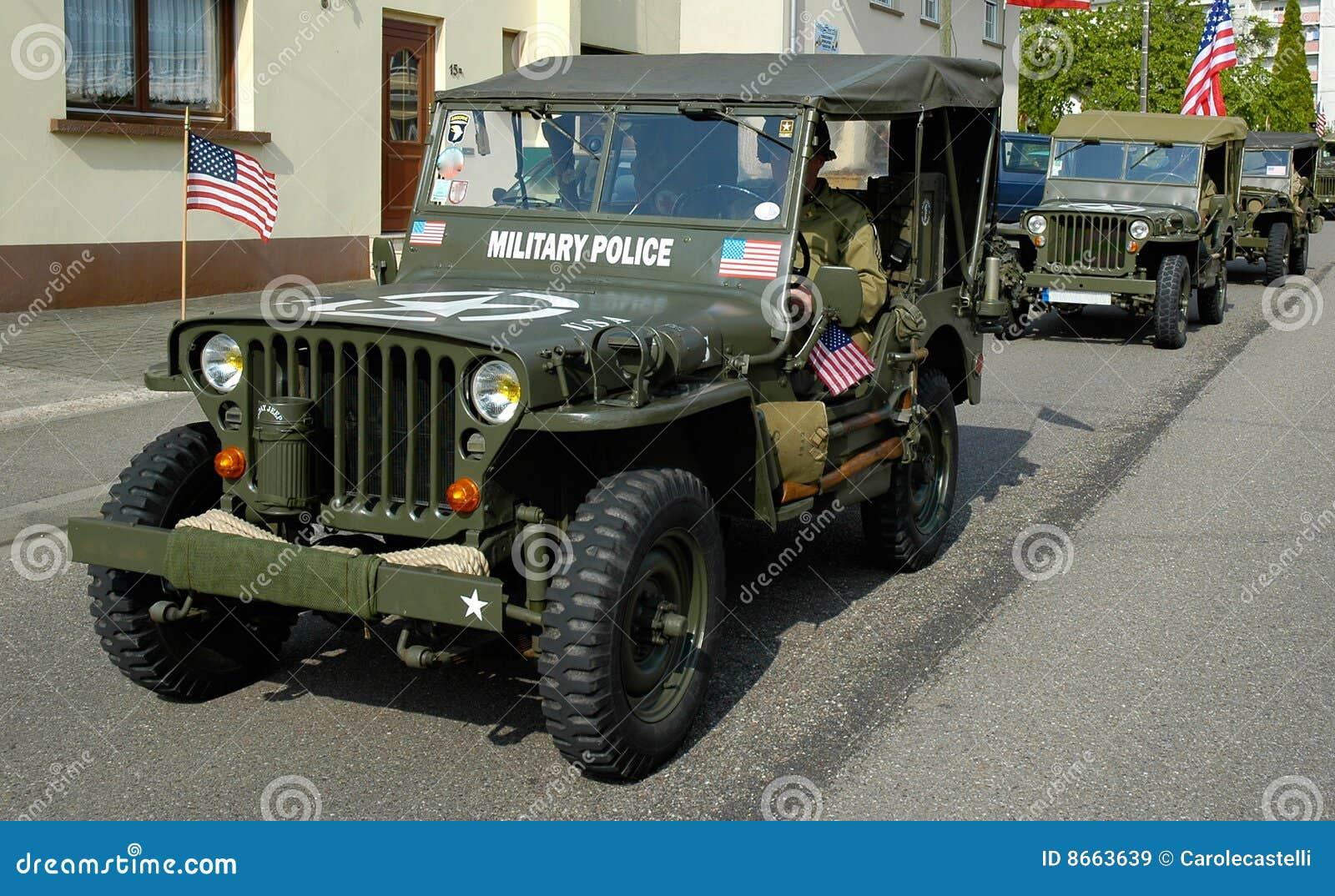 Vieille jeep de MP trois
