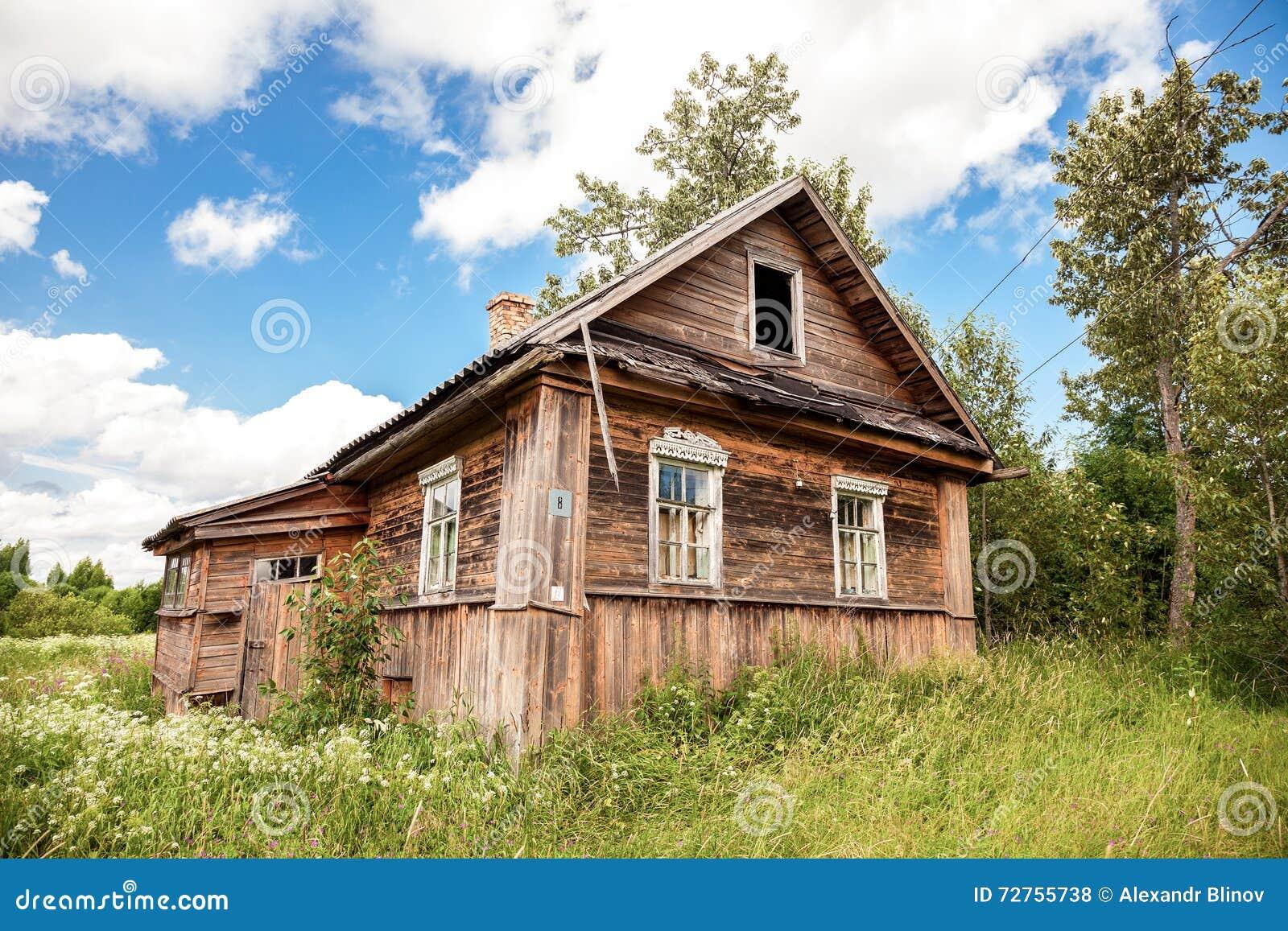 vieille maison abandonn e en bois dans le village russe r gion de novgorod photo stock image. Black Bedroom Furniture Sets. Home Design Ideas