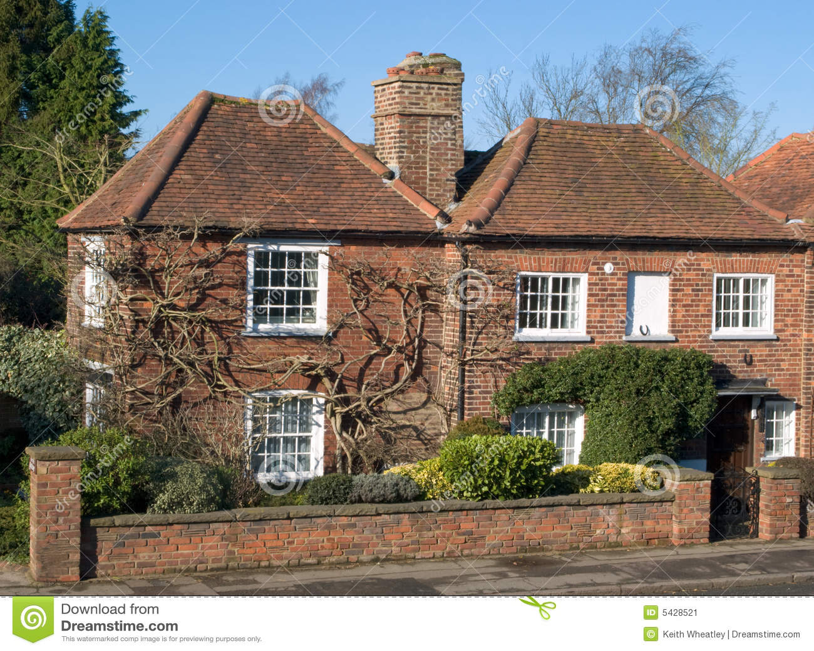 Vieille maison anglaise image stock image du petit for Maison anglaise typique plan