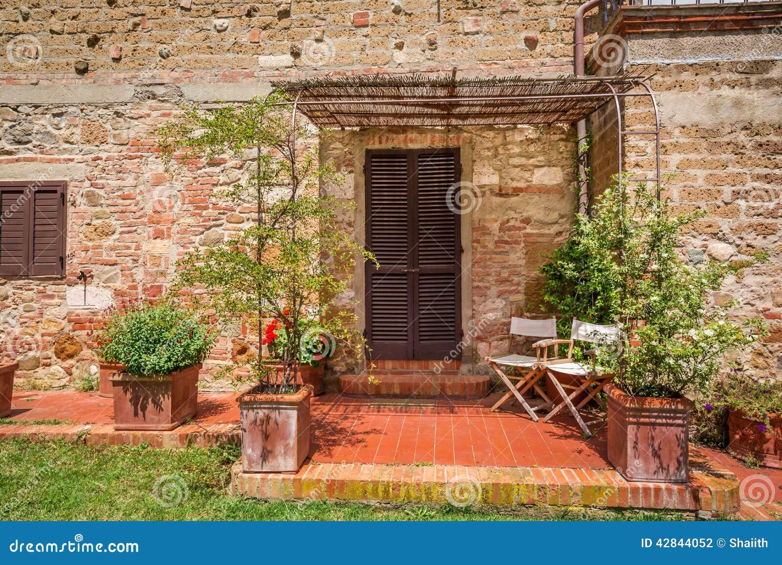 vieille maison de brique en toscane photo stock image du sc ne chianti 42844052. Black Bedroom Furniture Sets. Home Design Ideas