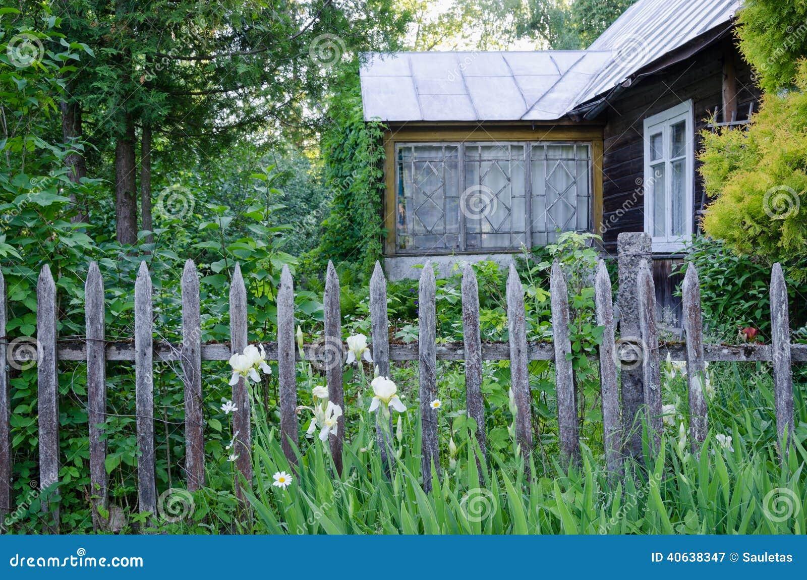 Vieille maison de campagne avec le porche et la barri re - Vieille maison de campagne ...