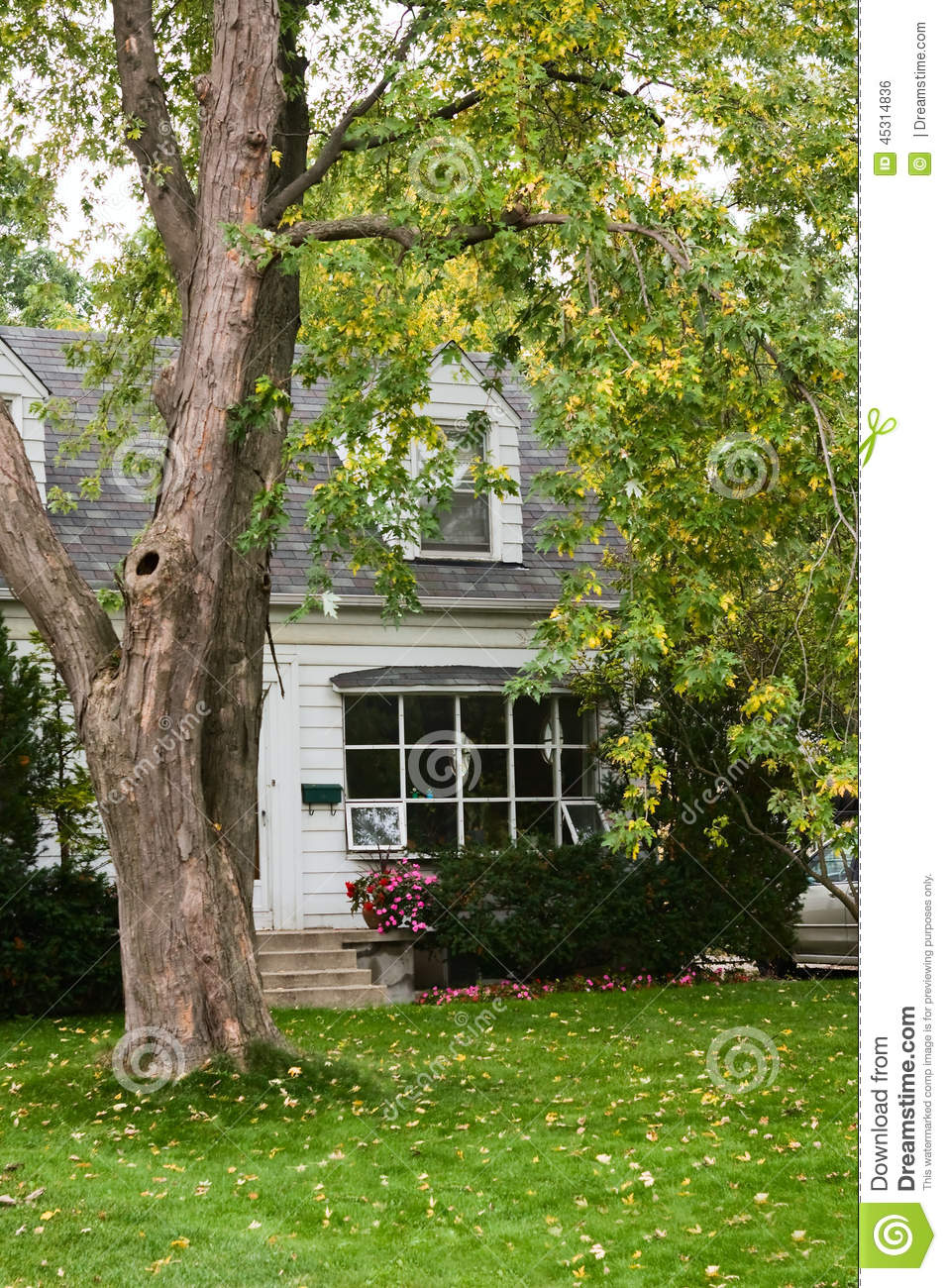 Vieille maison de campagne en automne photo stock image for Vieille maison de campagne