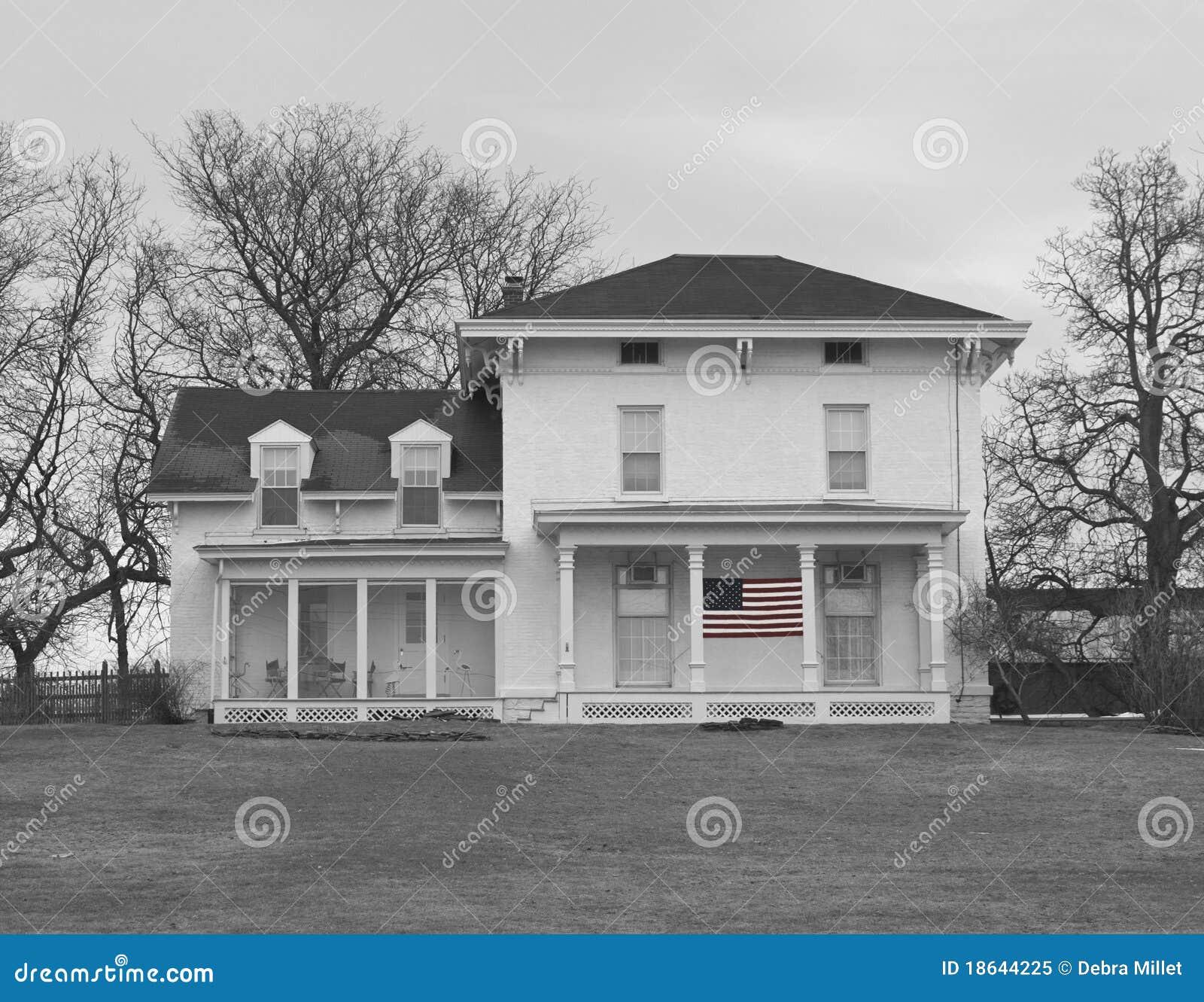 Vieille maison de ferme en noir et blanc photo libre de - Maison en noir et blanc ...