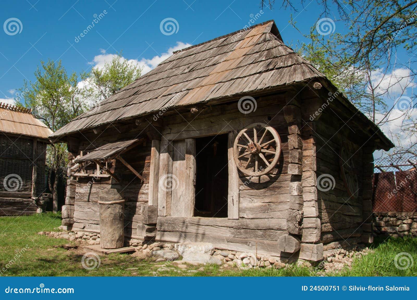 Vieille Maison En Bois En Roumanie Rurale Image Stock