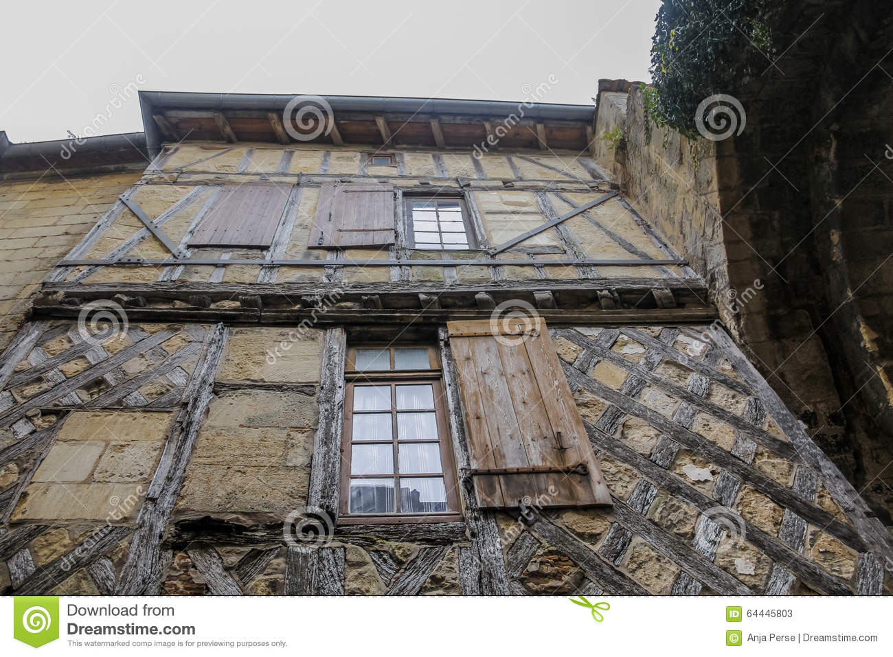 Vieille maison en bois et en pierre photo stock image for Vieille maison en pierre