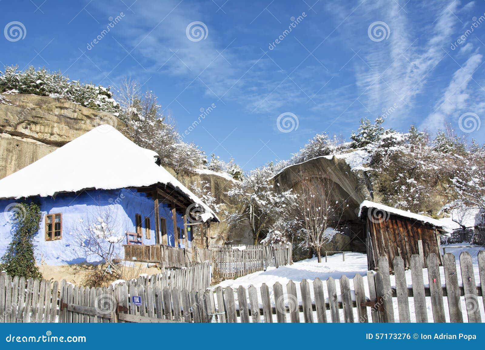 Vieille maison en hiver