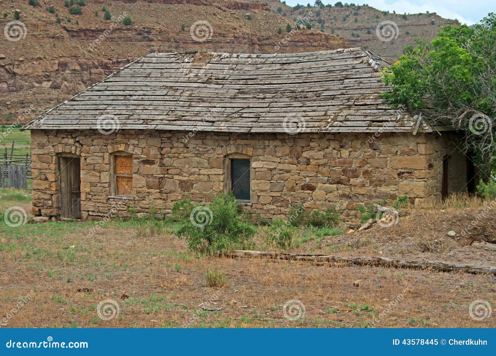 Vieille maison en pierre abandonn e image stock image for Vieille maison en pierre
