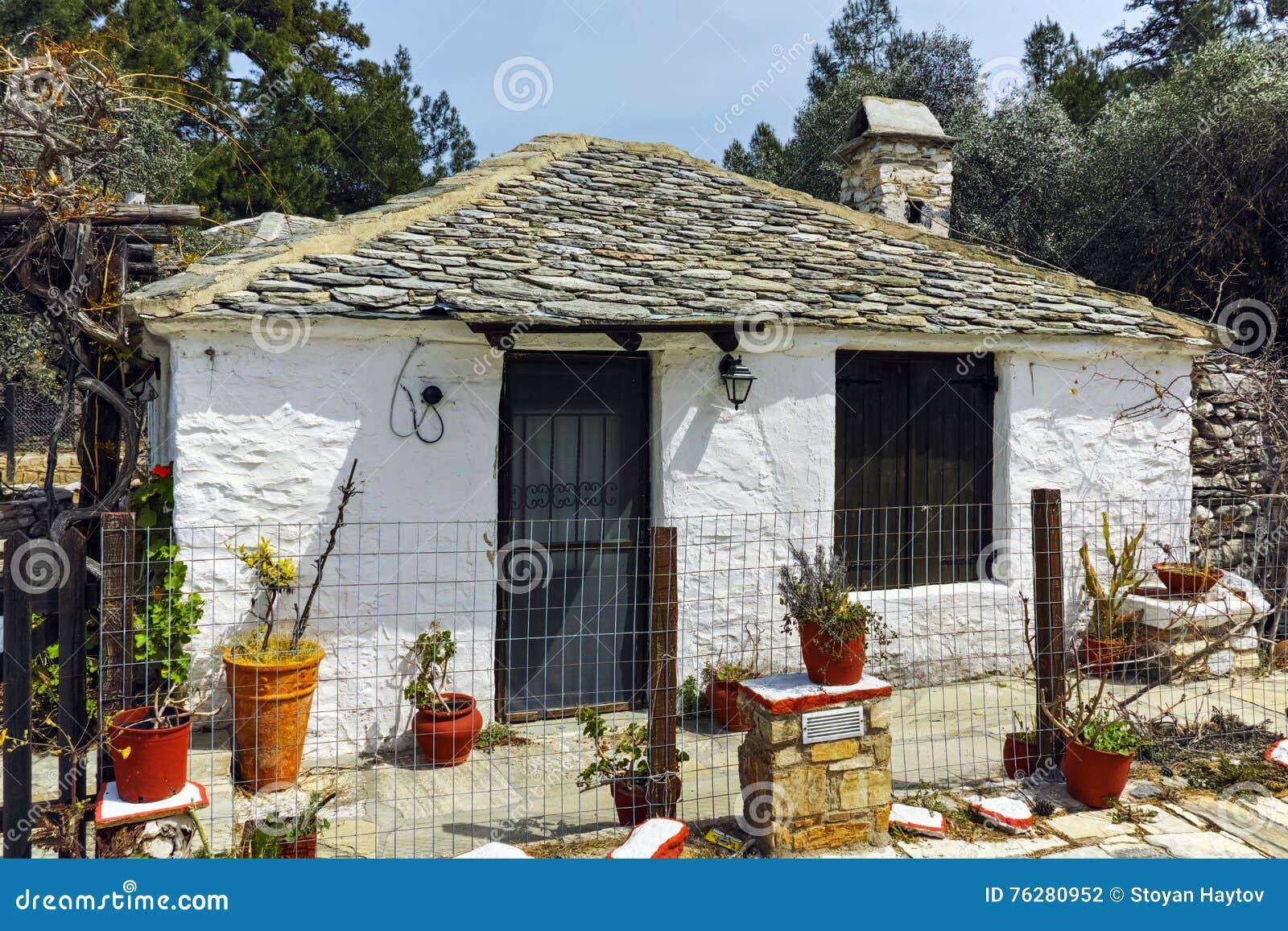 Vieille maison en pierre dans le village d 39 aliki le de for Vieille maison en pierre