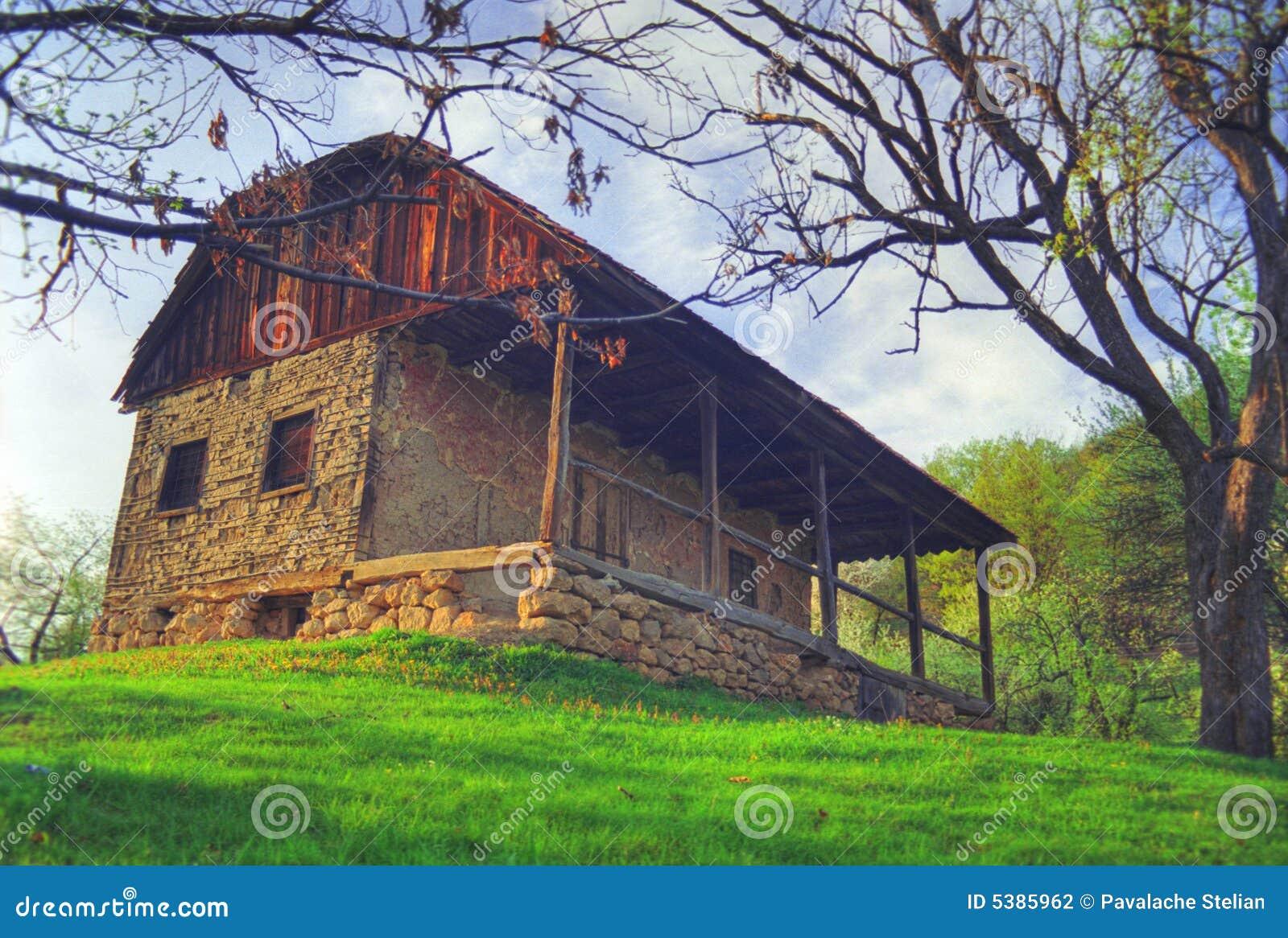 vieille maison en pierre sur le flanc de coteau photo. Black Bedroom Furniture Sets. Home Design Ideas