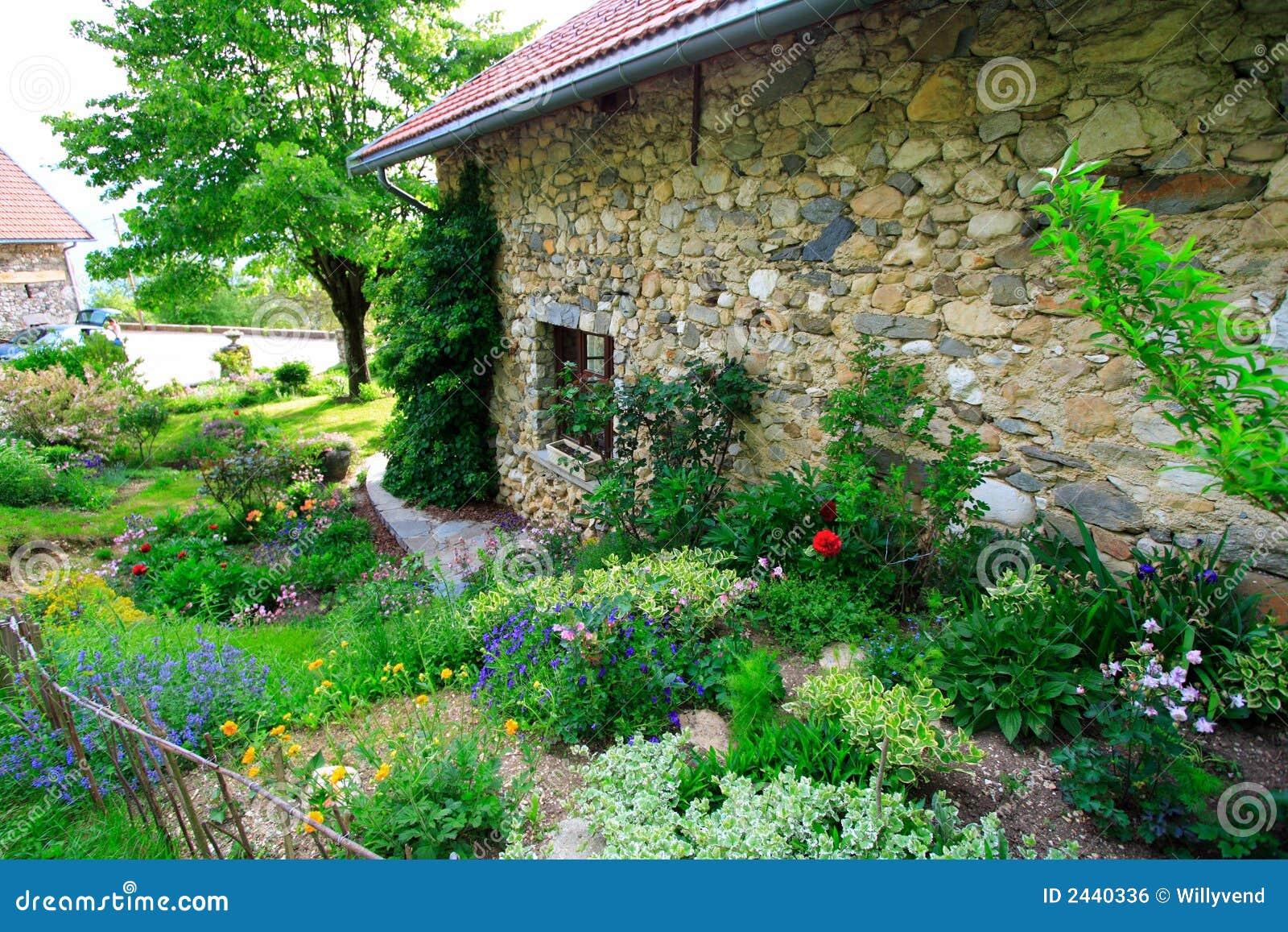 Vieille maison pierre construite image libre de droits for Vieille maison en pierre