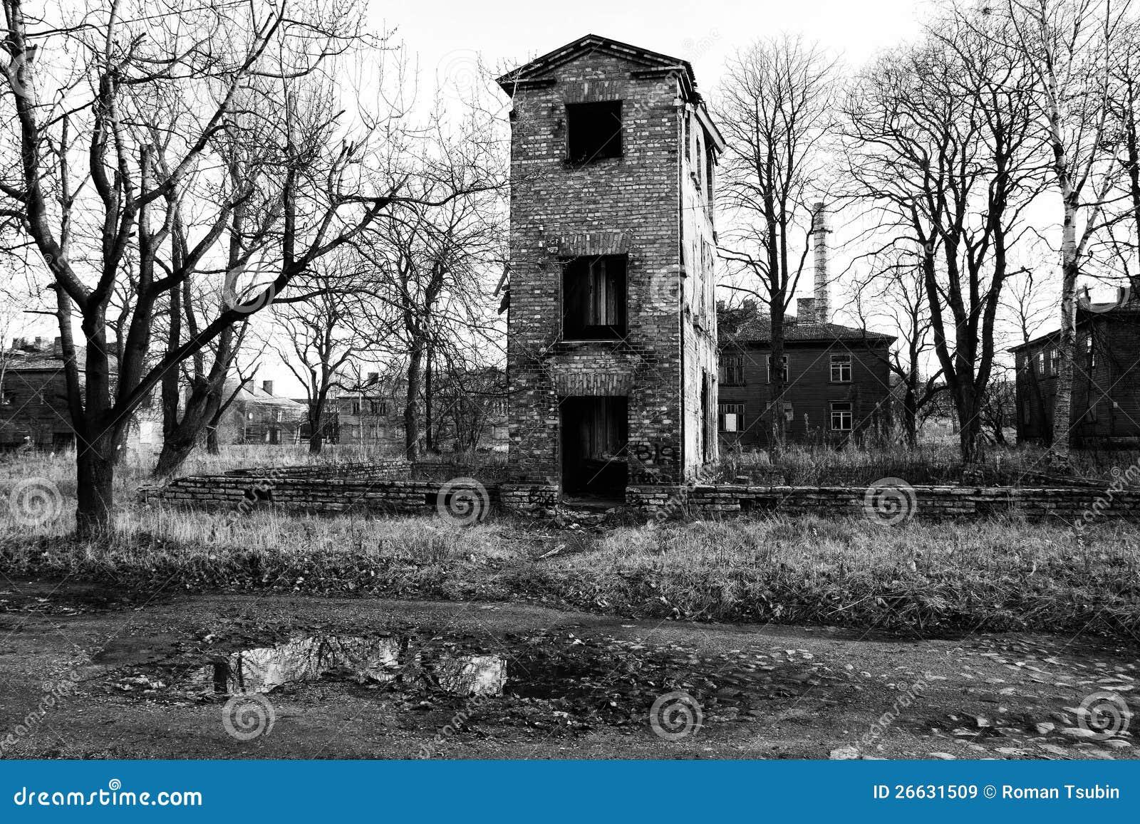 Vieille maison ruin e en noir et blanc images libres de - Maison en noir et blanc ...
