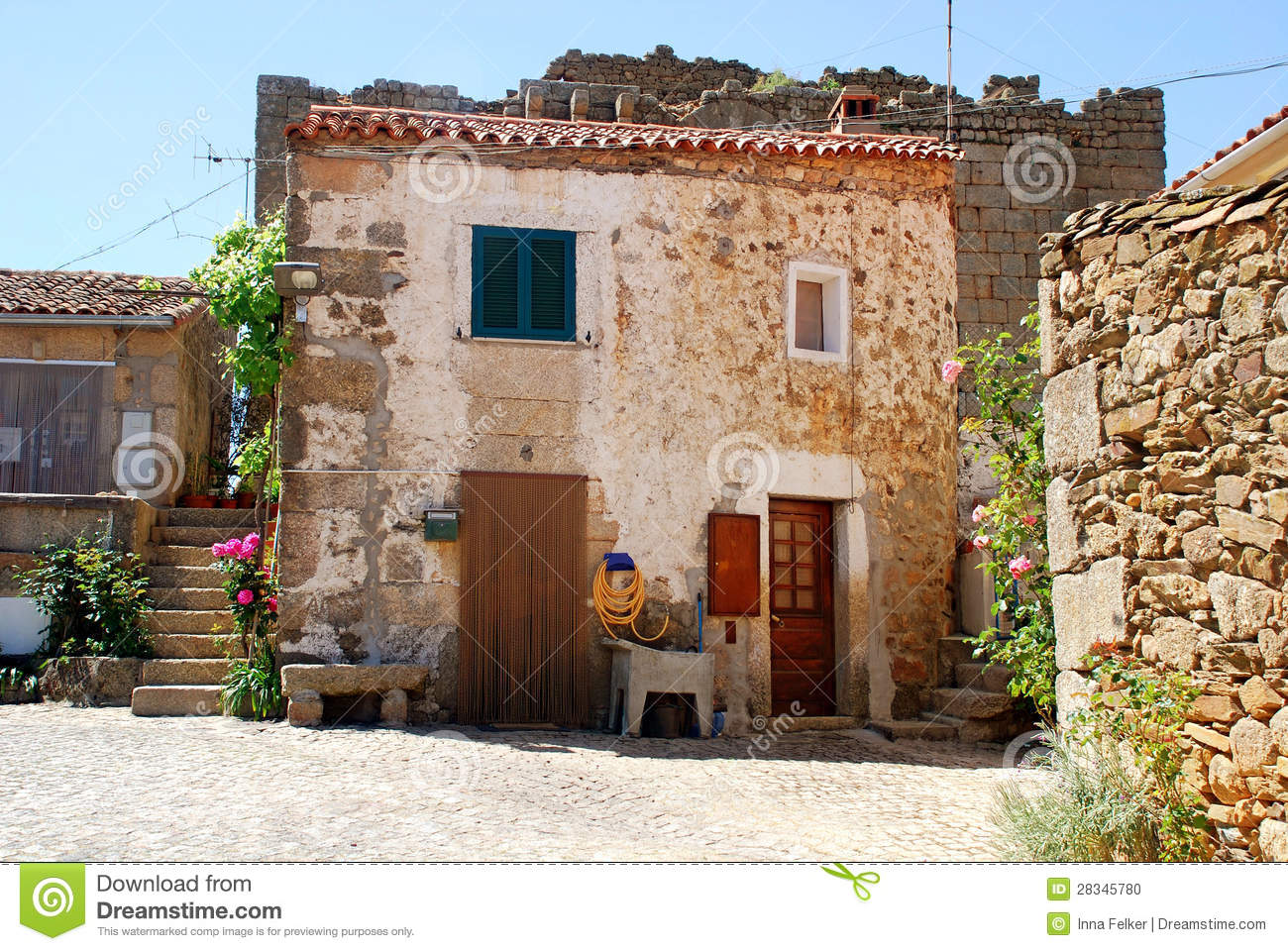 Vieille maison rurale en pierre portugal photo stock for Vieille maison en pierre